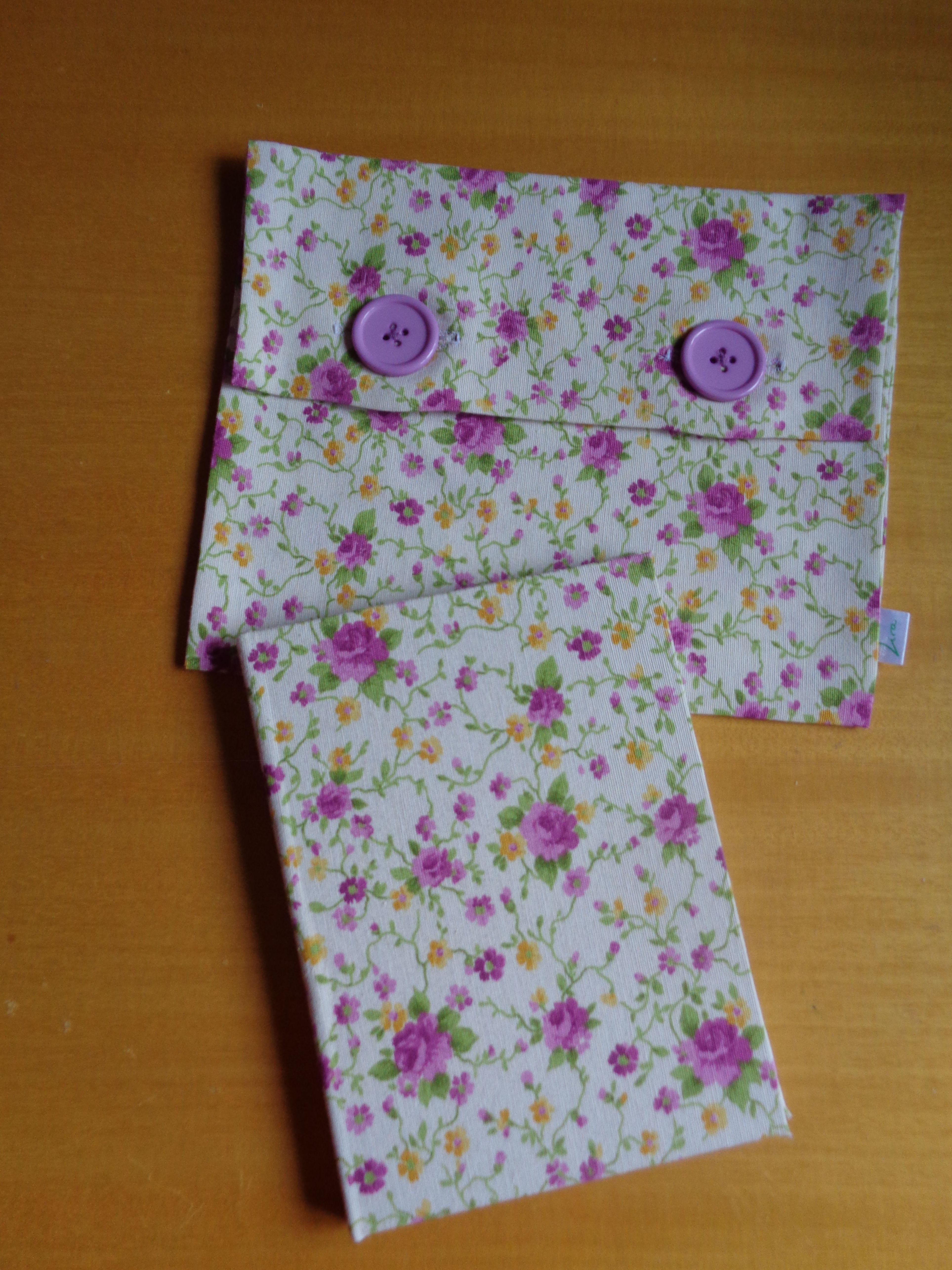 cuaderno artesano y guardatodo confeccionado a mano. Una delicada utilidad para la vida diaria.