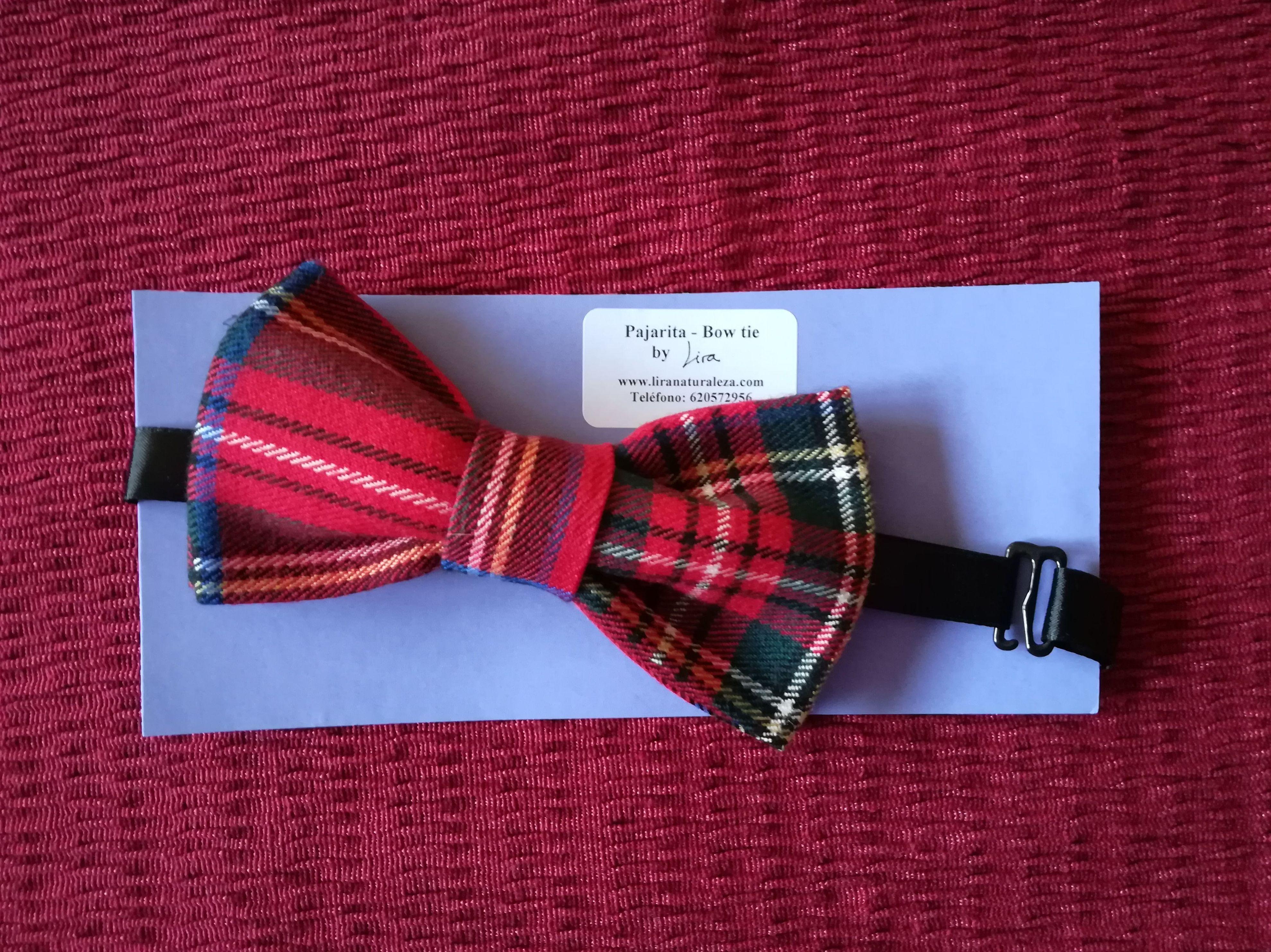 Pajarita de Lira en tela de cuadros escoceses.