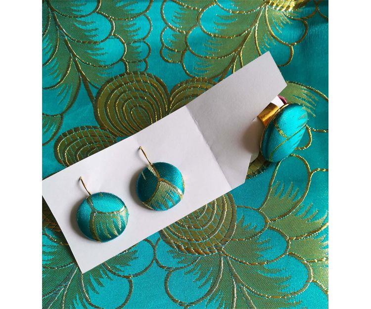 Conjunto de pendientes y anillo realizado en tela de brocado lúrex