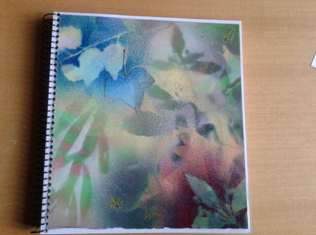 """cuaderno pintado a mano titulado """"Bosque Sereno al Amanecer"""""""