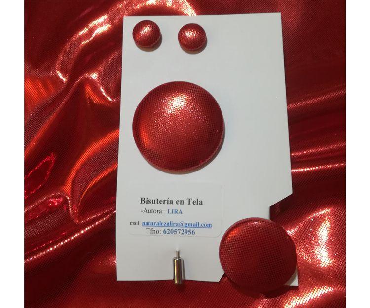 Conjunto de pendientes pegados a la oreja y anillo en tela lamé roja