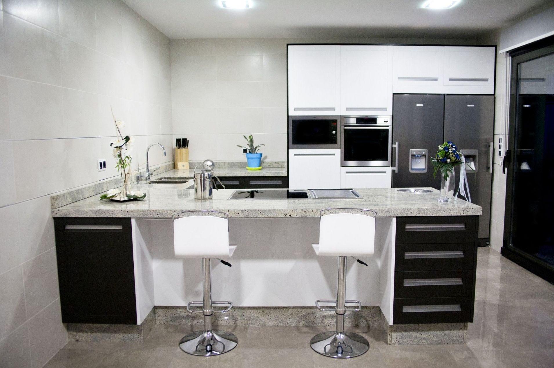 Muebles de cocina realizados en madera de roble lacada beta vista