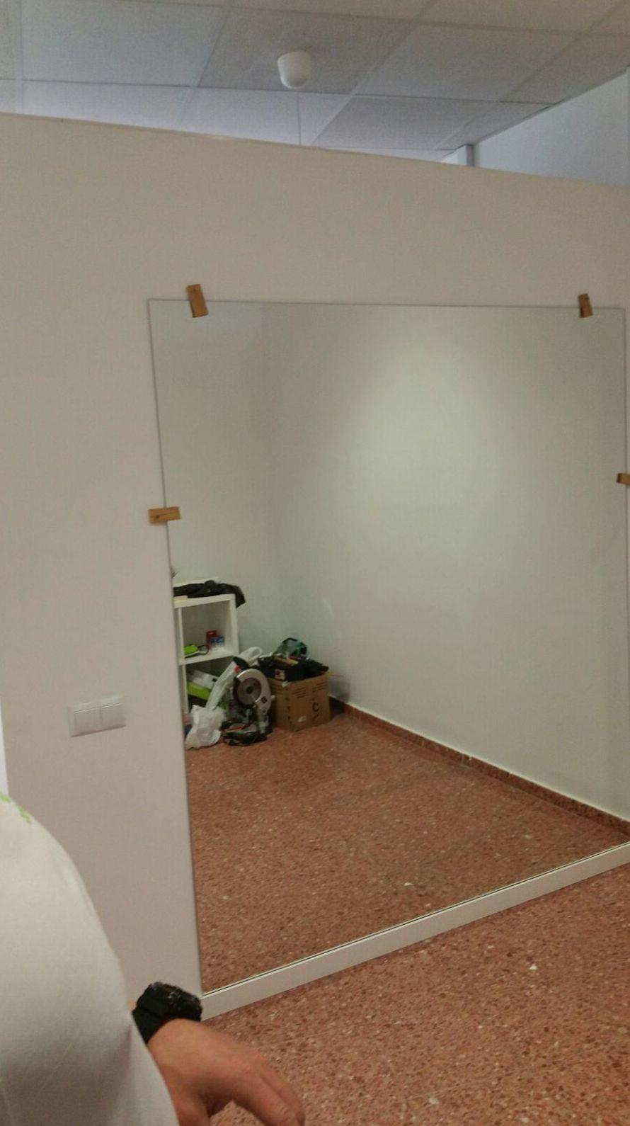 Espejo pegado a pared para gimnasio privado en casa del cliente
