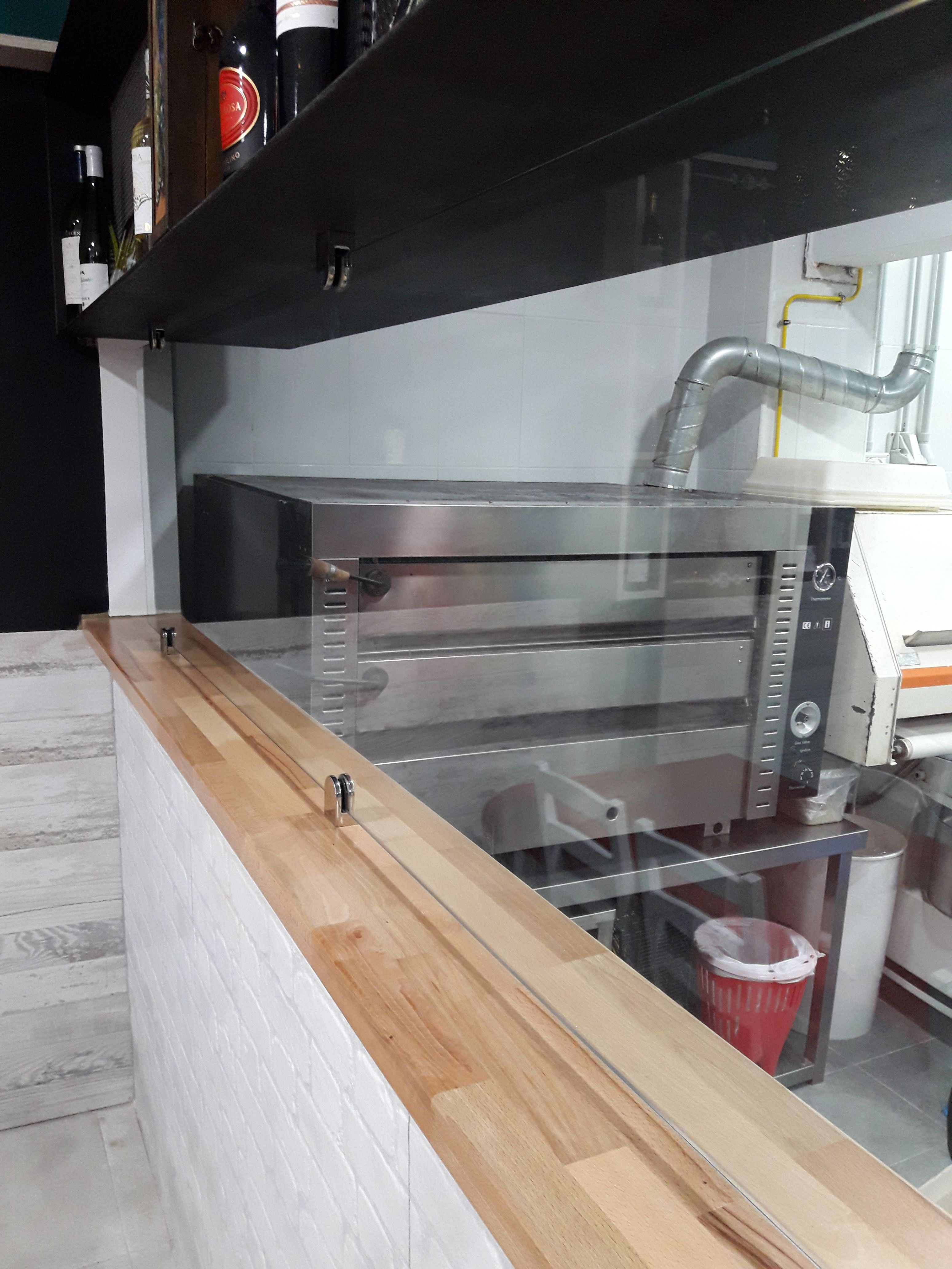 Cerramiento en cocina de restaurante: Servicios de Cristalería La Herradura