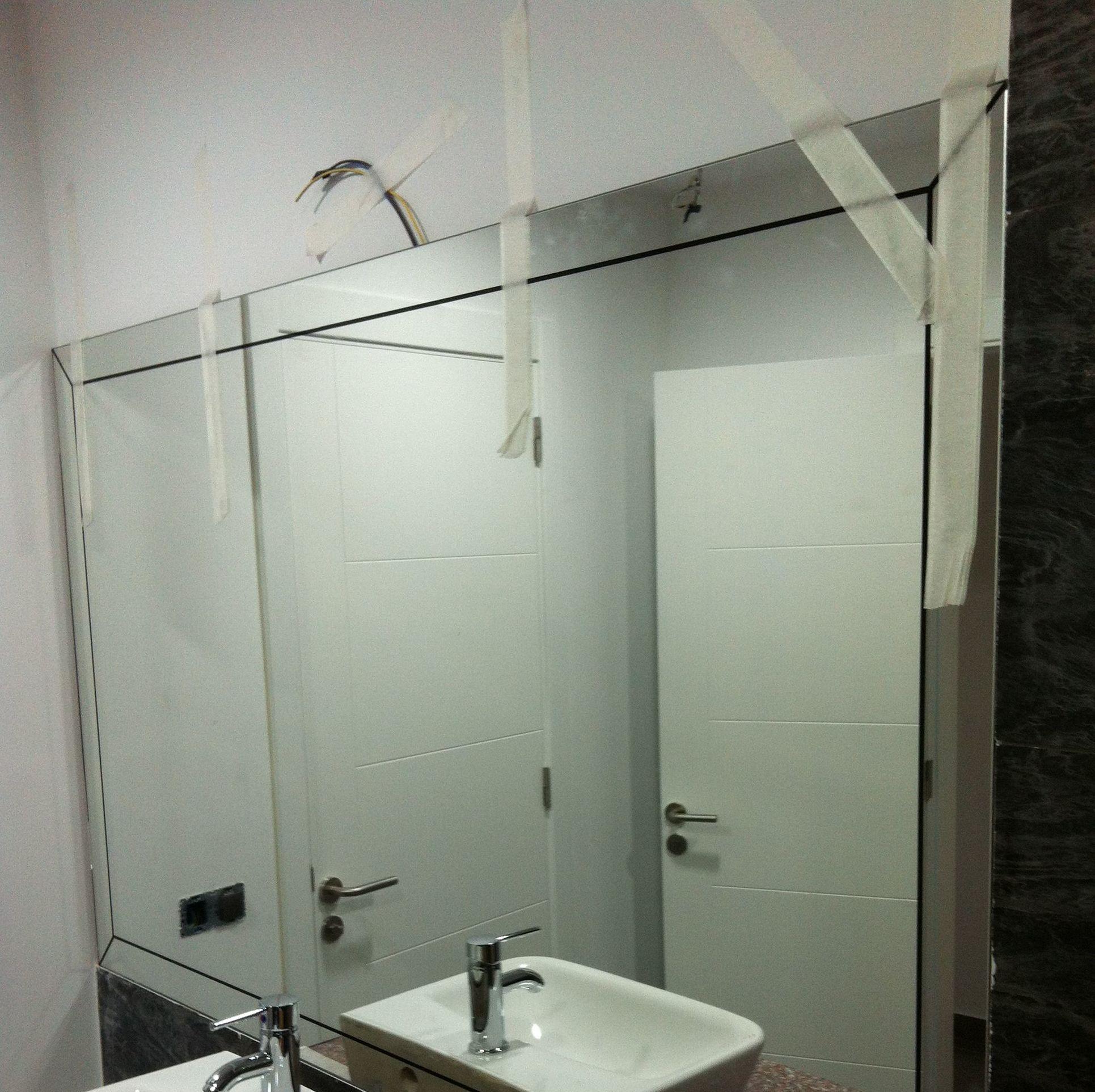 Espejo para baño con dibujo