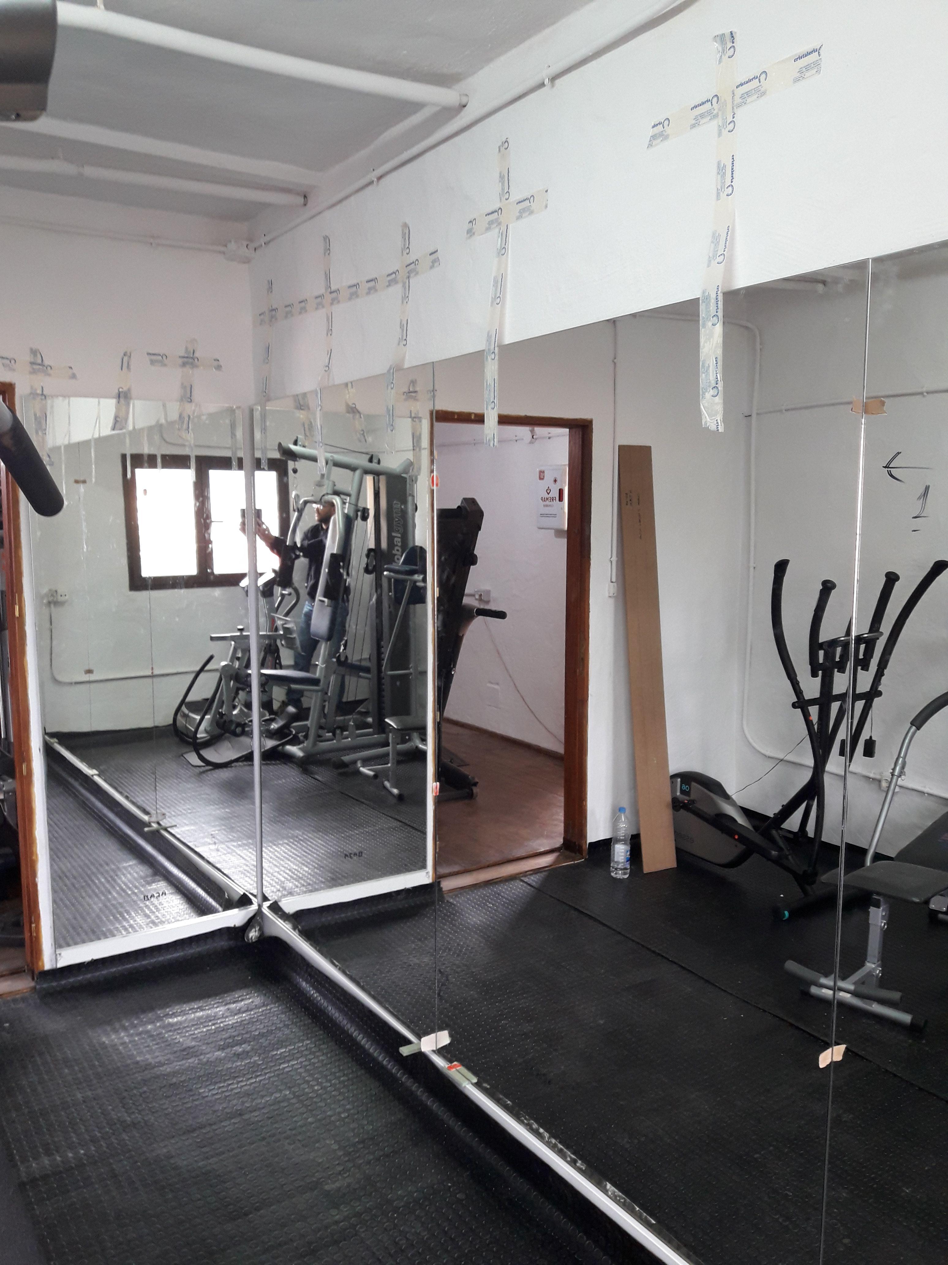 Instalación de espejos: Servicios de Cristalería La Herradura