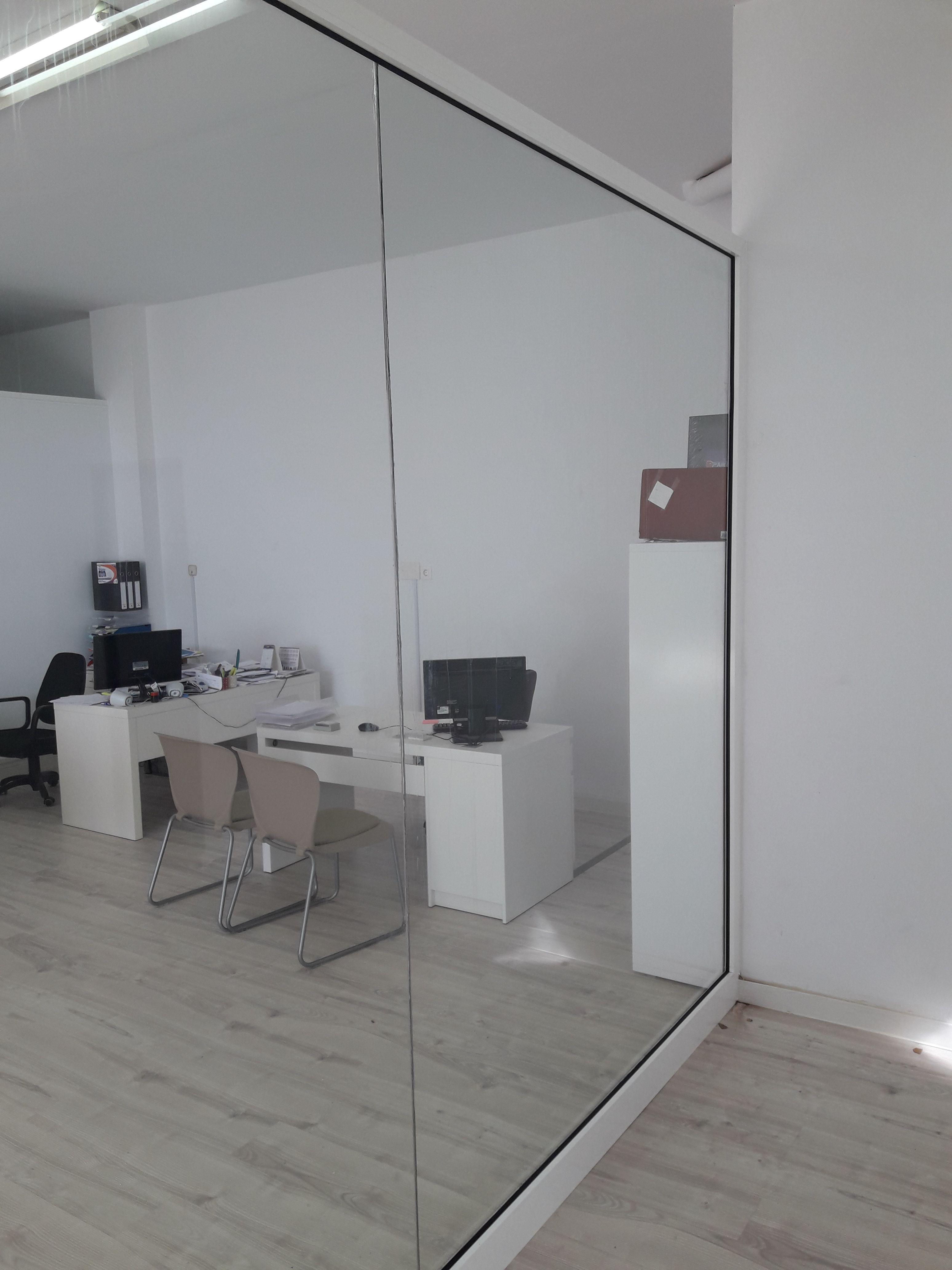 División de oficina: Servicios de Cristalería La Herradura