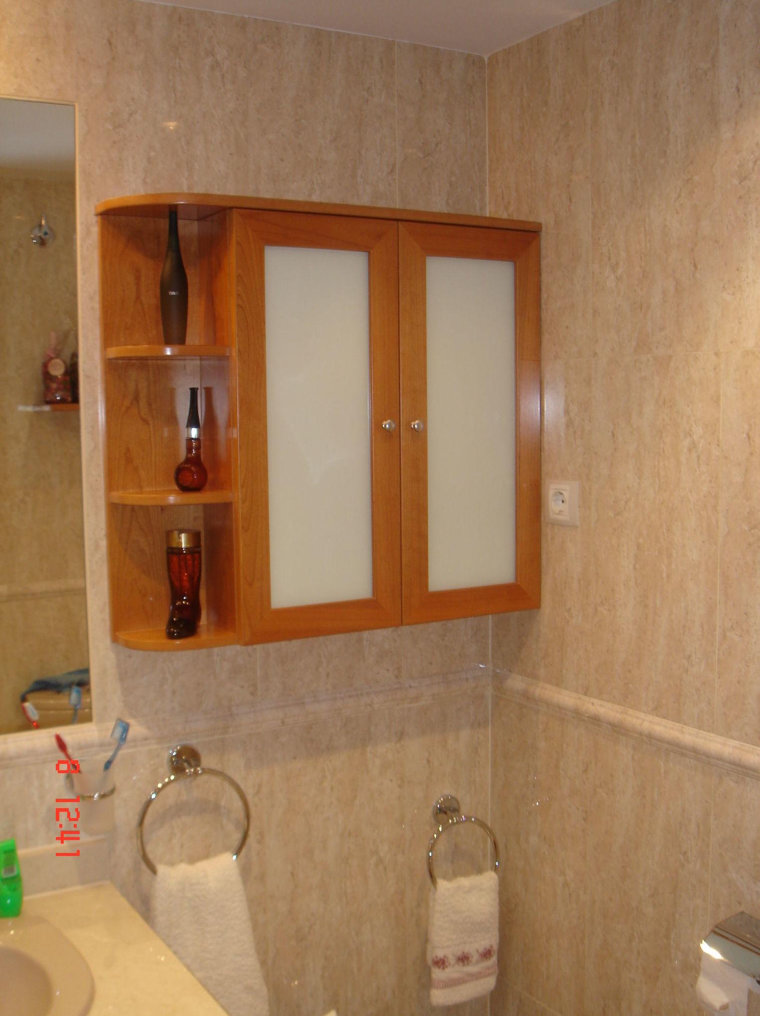 Mueble de madera para cuarto de baño