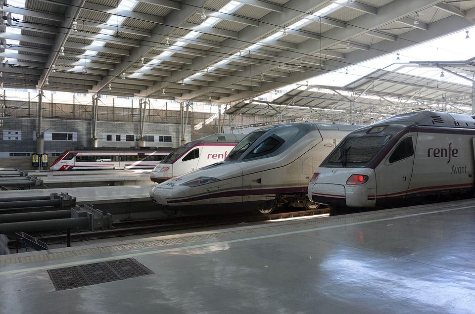 Servicio a estaciones de tren: Servicios de Taxi T. Molina
