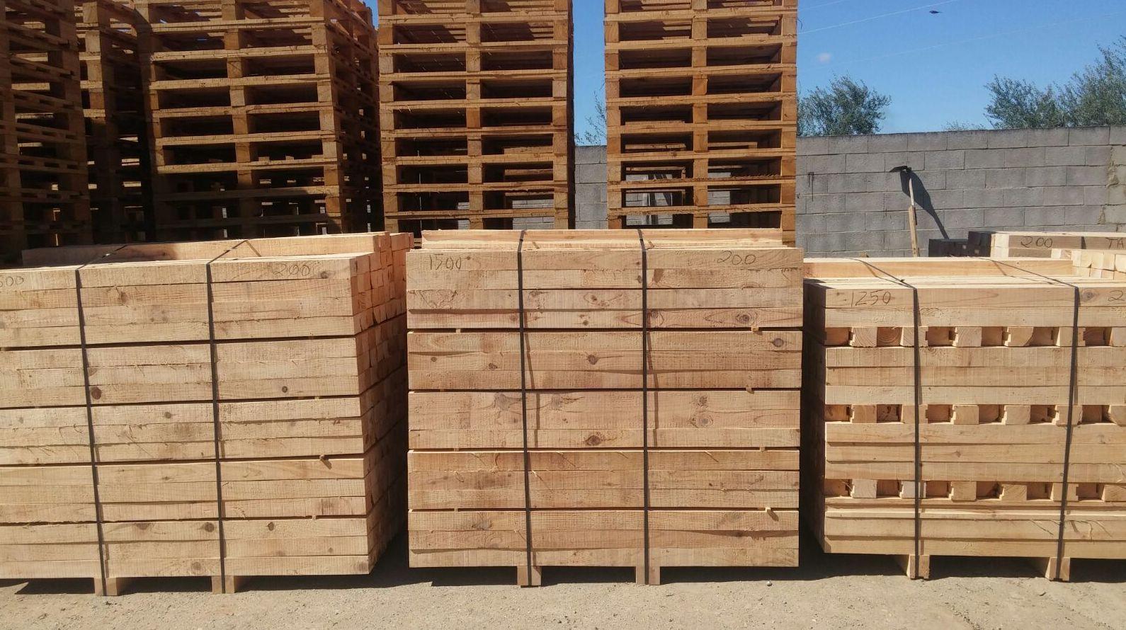 Serradores de tableros de madera en Sevilla