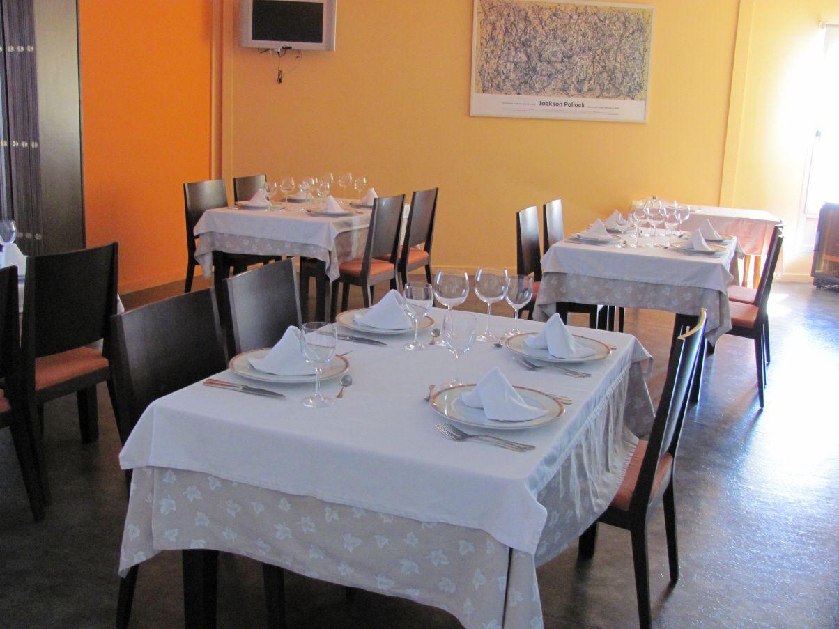 Restaurante con una gran selección de platos en Alzira