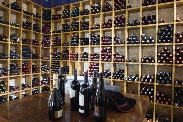 Amplia bodega de vinos en Ourense