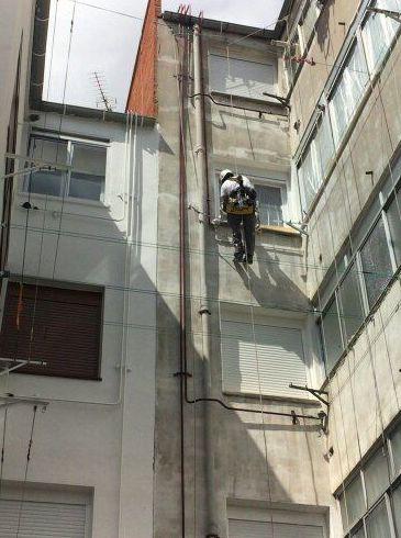 Limpieza vertical de patios interiores