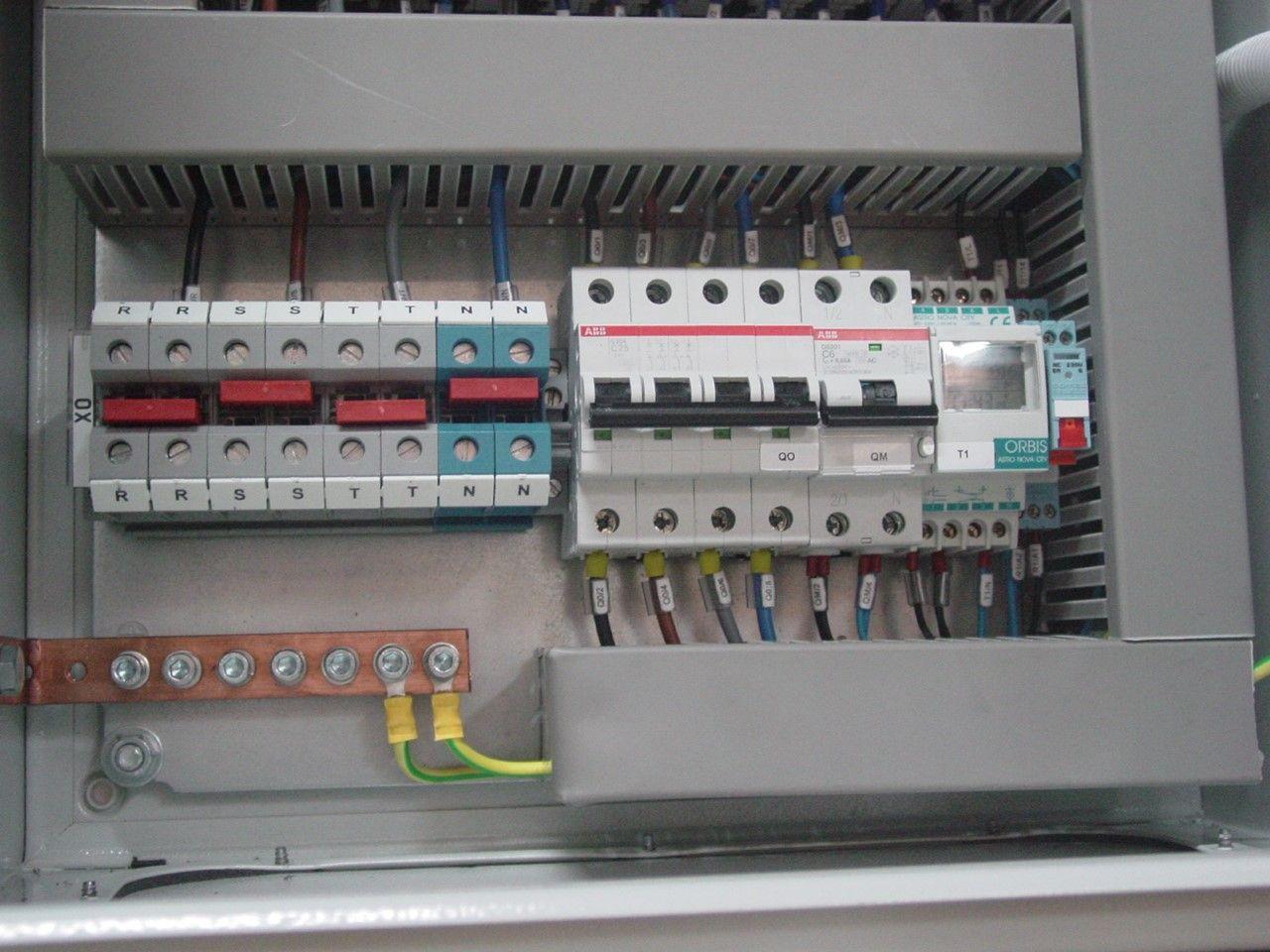 Montaje de cuadros eléctricos: Servicios de Misrom