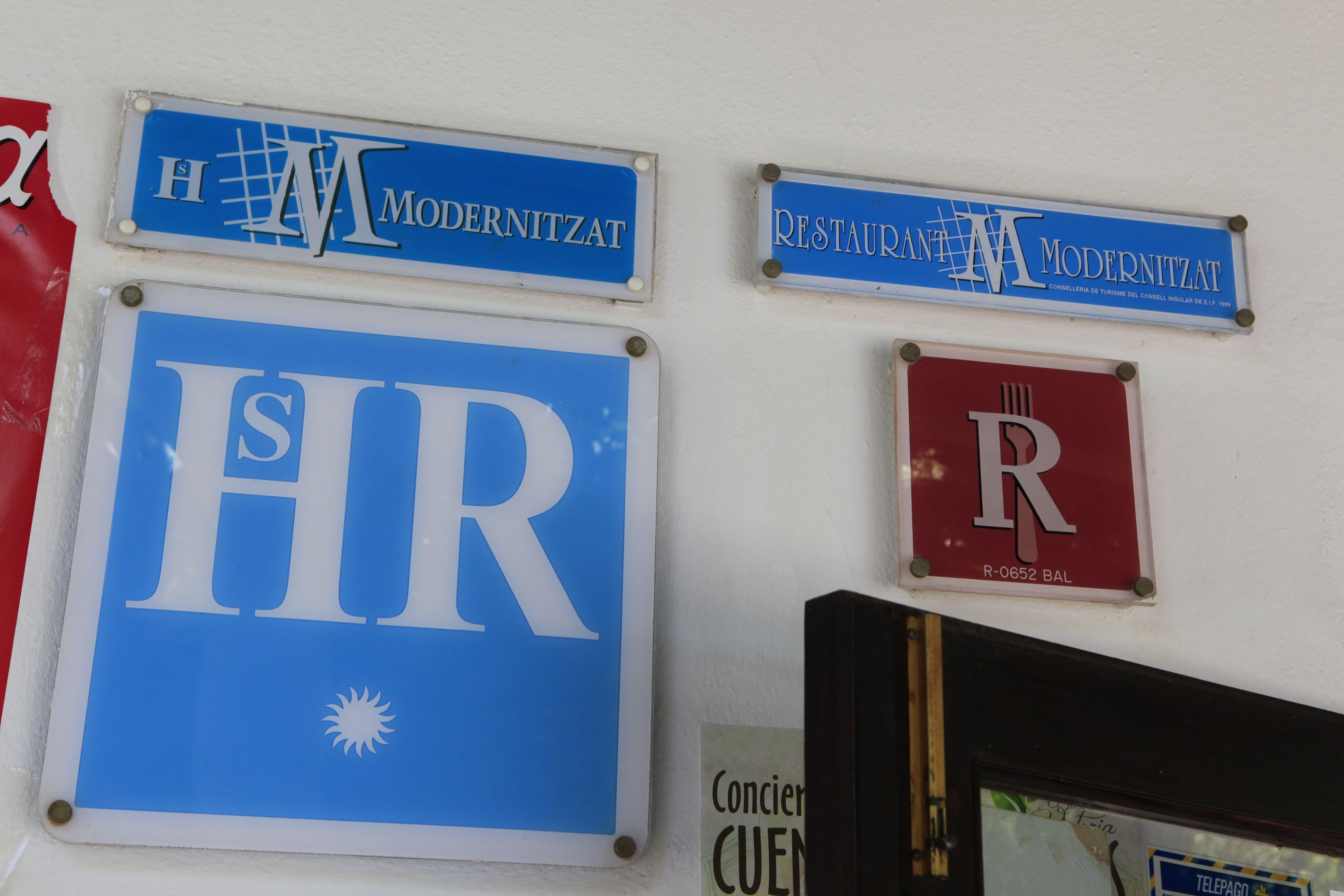 Foto 3 de Bar Restaurante en Sant Joan de Labritja | Restaurante y Hostal     Ses Arcades
