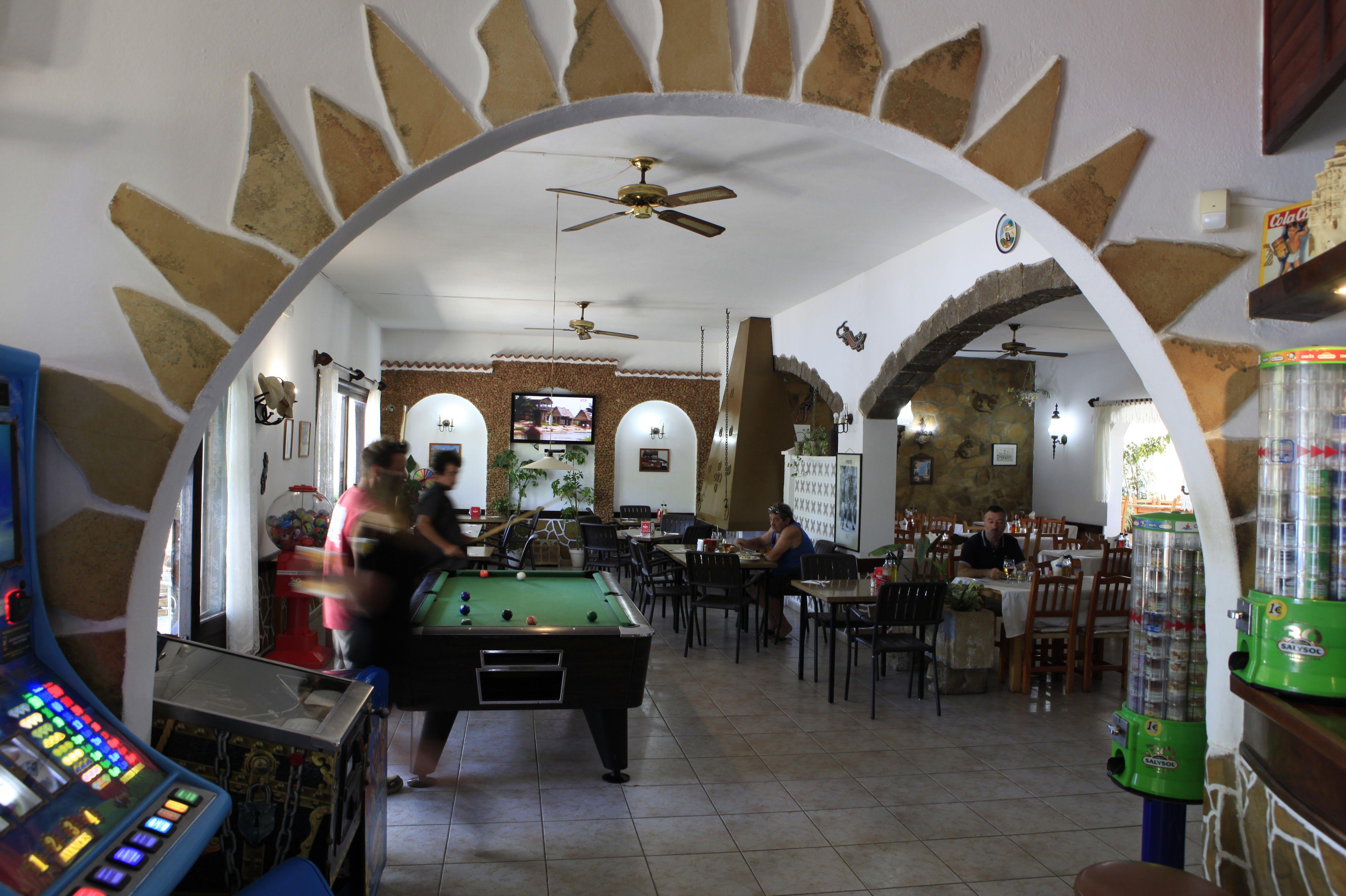 Foto 2 de Bar Restaurante en Sant Joan de Labritja | Restaurante y Hostal     Ses Arcades