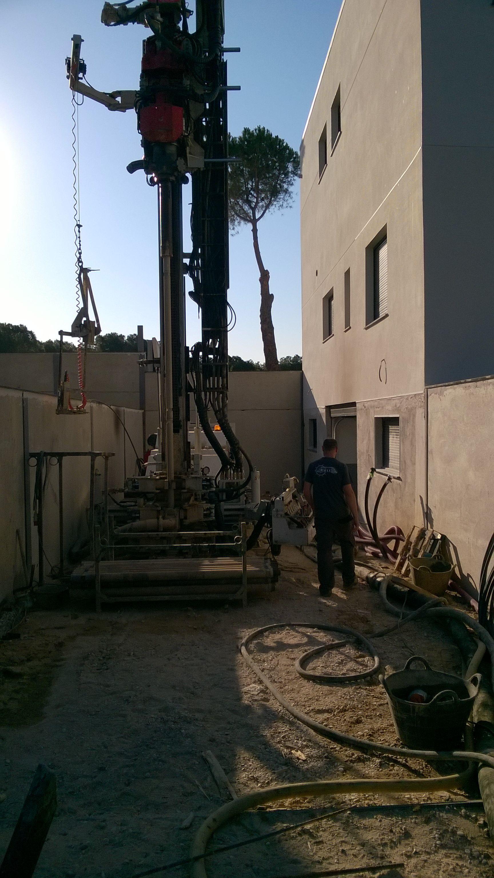 Perforacion pozo para geotermia.