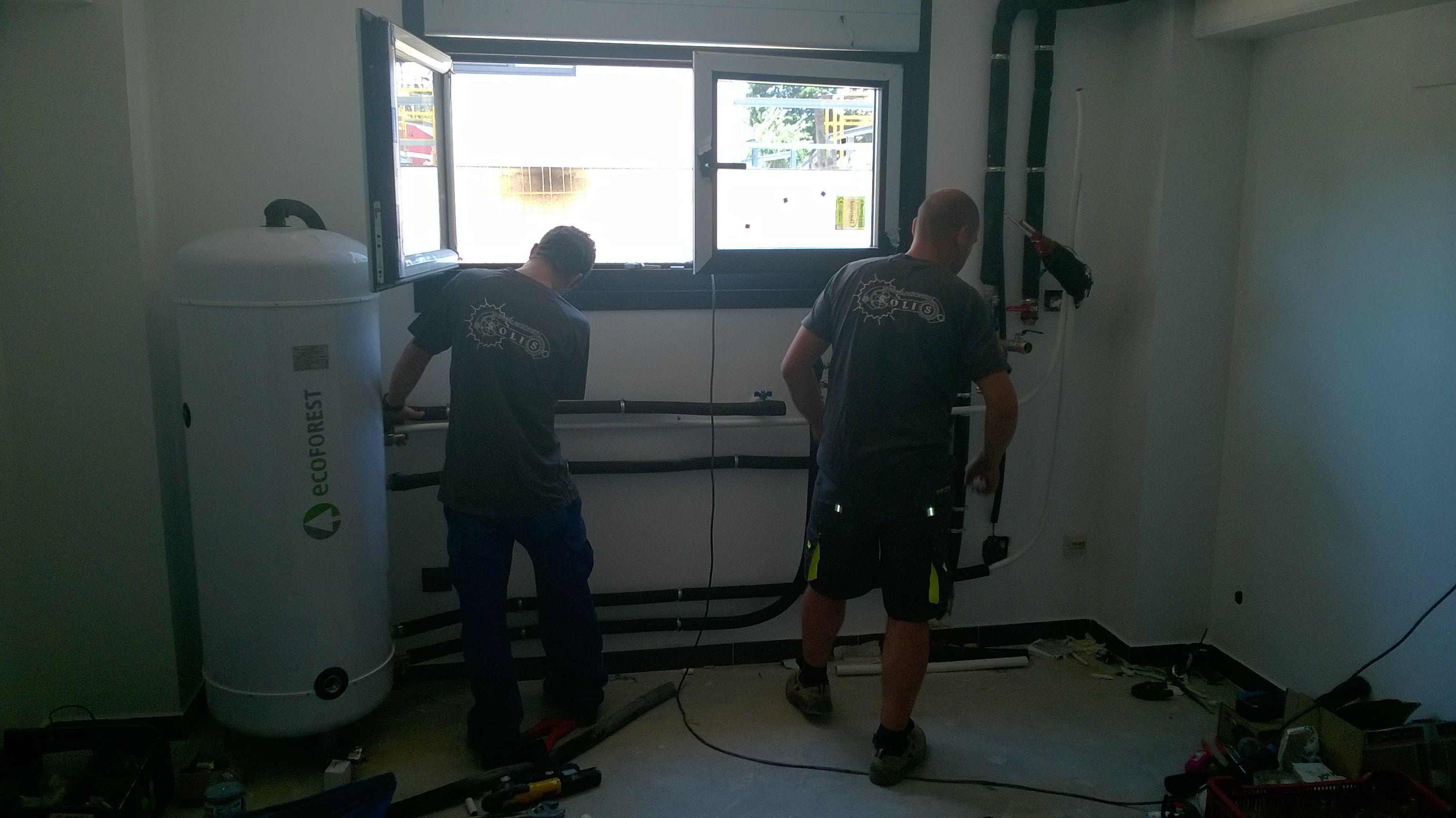 Instalando circuito hidráulico para maquina de geotermia.