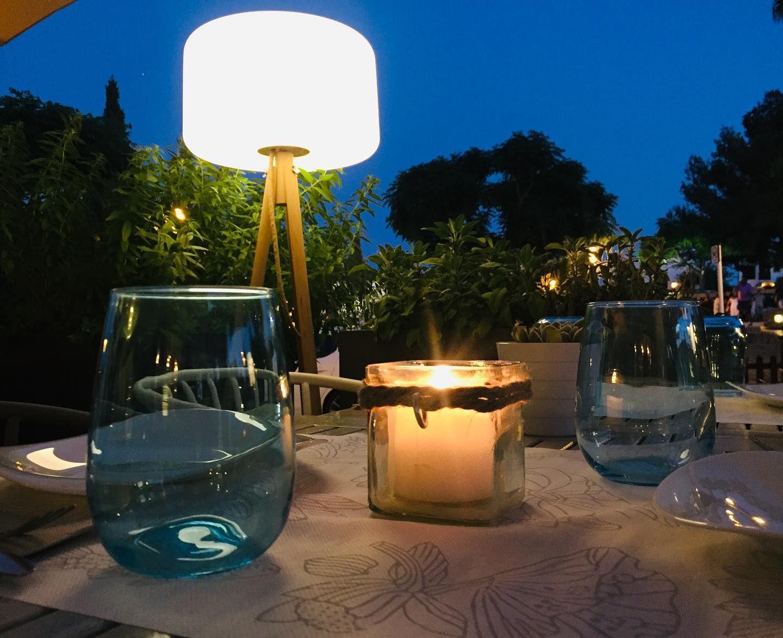 Bar con terraza en Ibiza