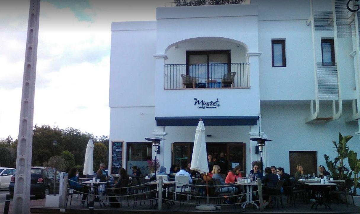 Restaurante - café con terraza en Ibiza