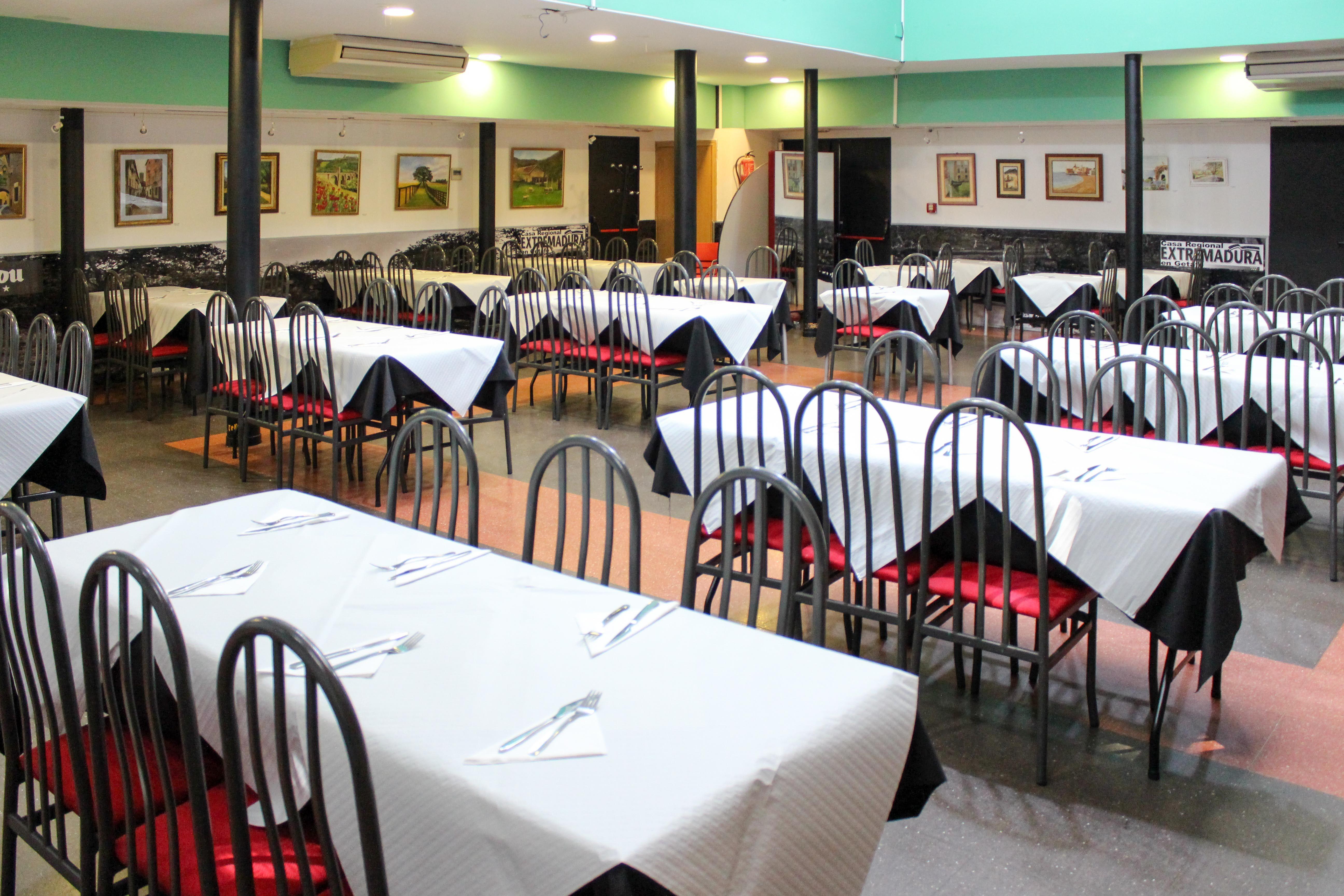 Foto 2 de Amplia variedad de raciones, bocadillos y paletos en Getafe   Restaurante Casa Extremadura