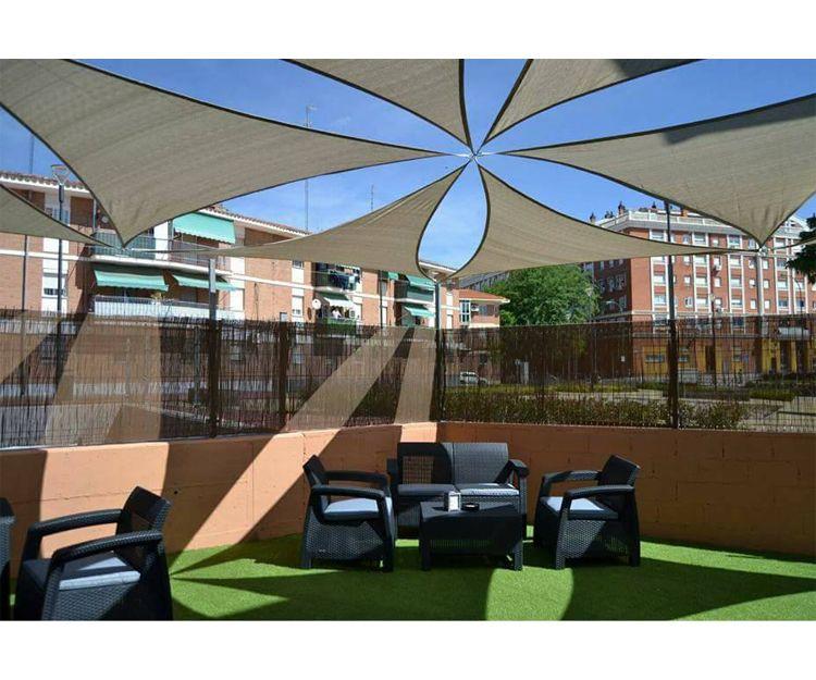 Terraza exterior del restaurante en Getafe