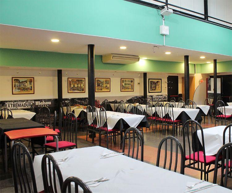 Salón del restaurante Casa Extremadura en Getafe