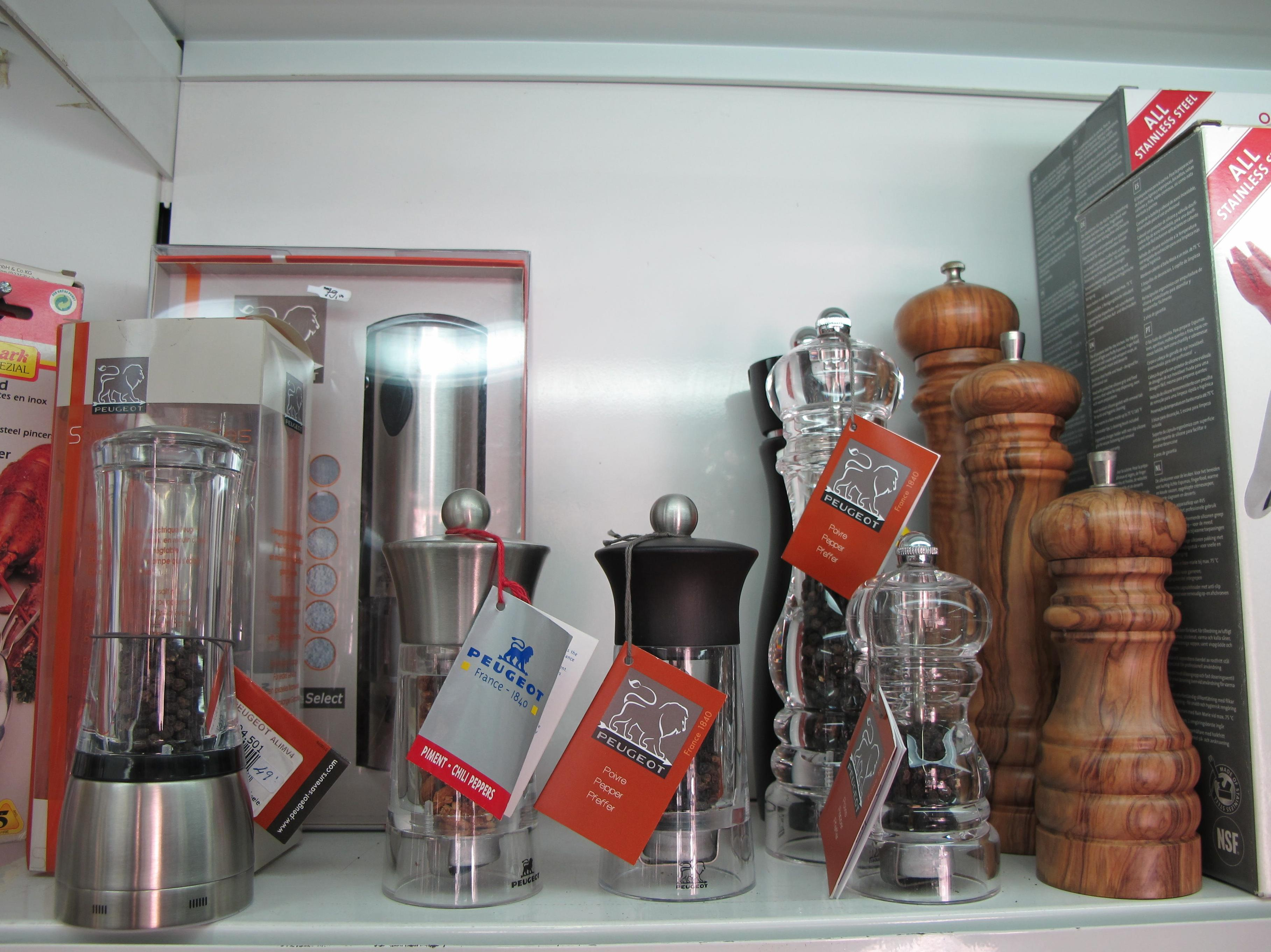 Molinillos de pimienta y sal,  eléctricos o manuales . Marca Peugeot