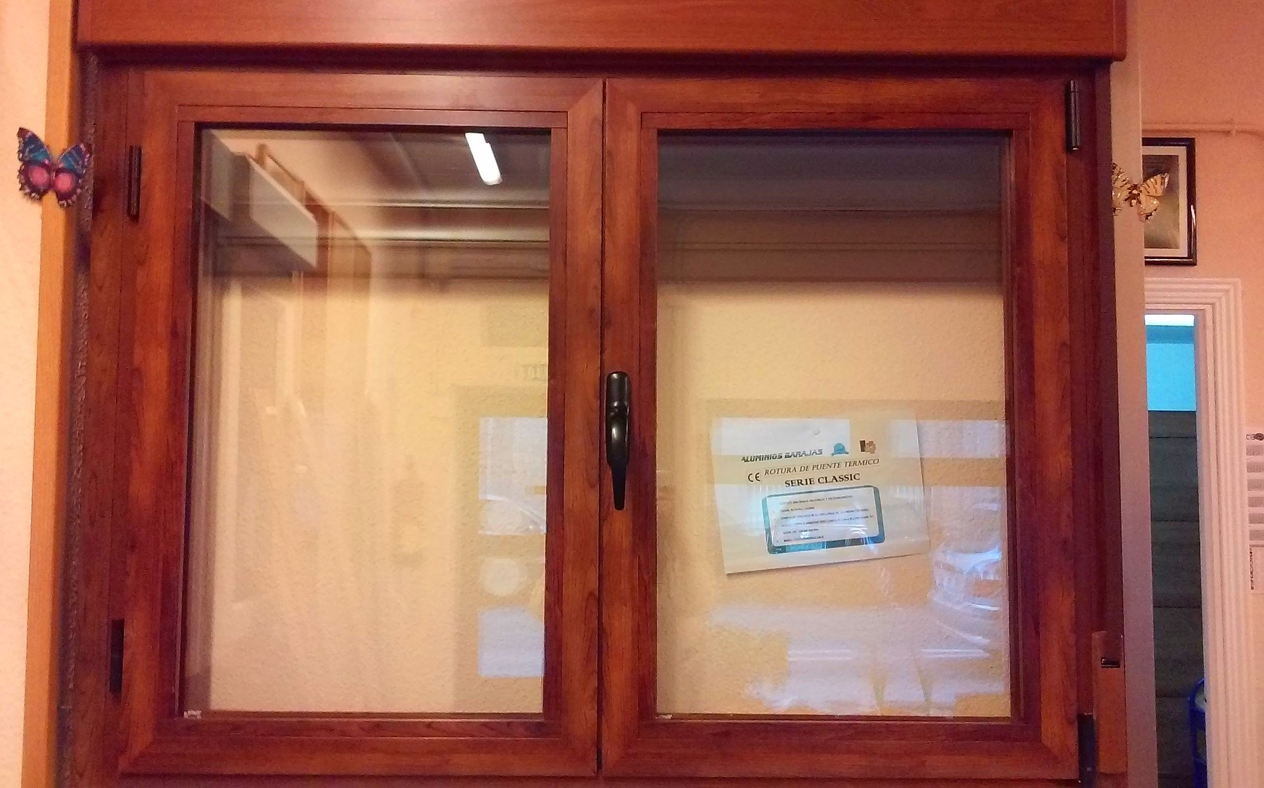 Puertas de paso y calle en madera y melaminas, armarios y revestimientos