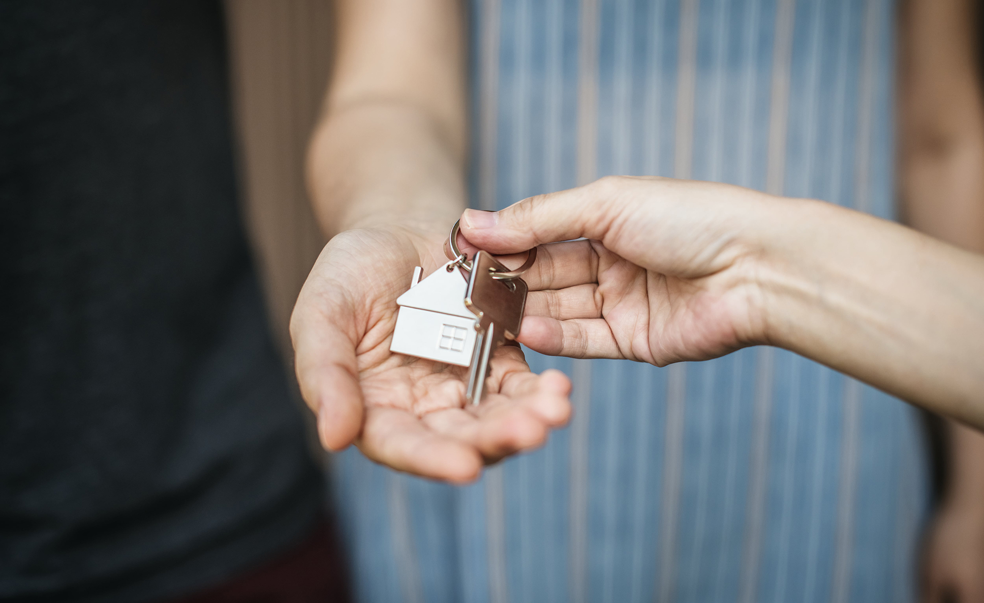 woman-buying-a-new-house-B2T5G9U-min.jpg
