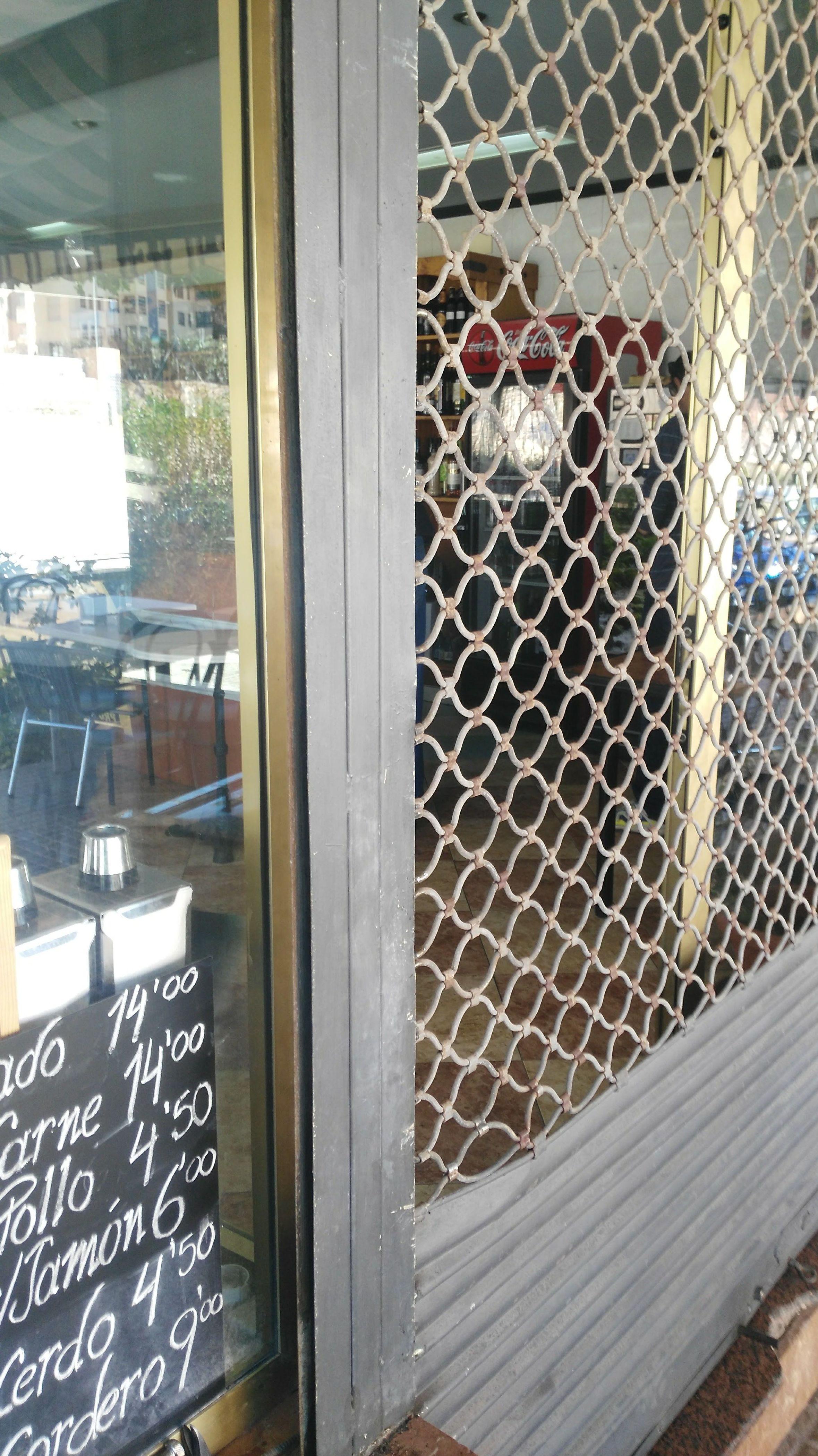 Reparación de persianas metálicas (comercios) : Nuestros servicios de  Cerrajeros económicos en toda la provincia de Alicante