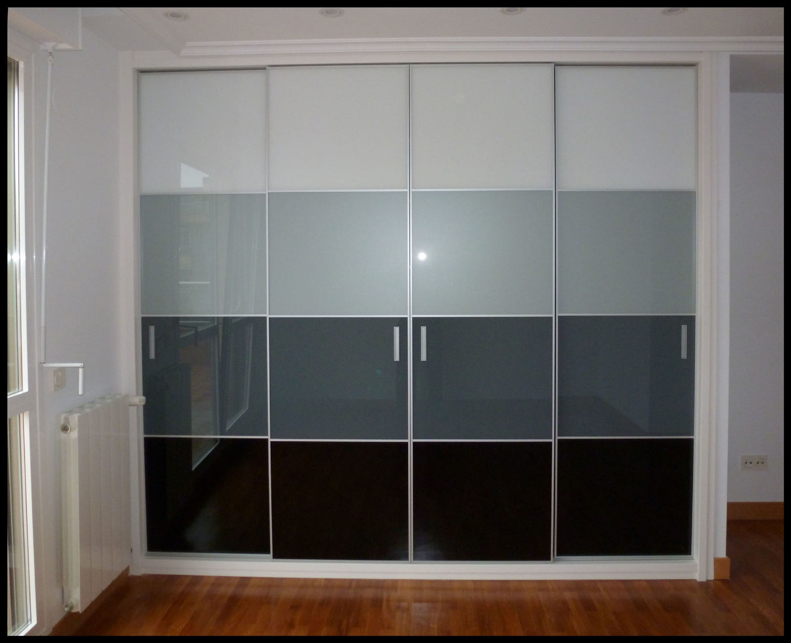 Armarios con frente de cristal espejo for Frentes de armarios de cocina