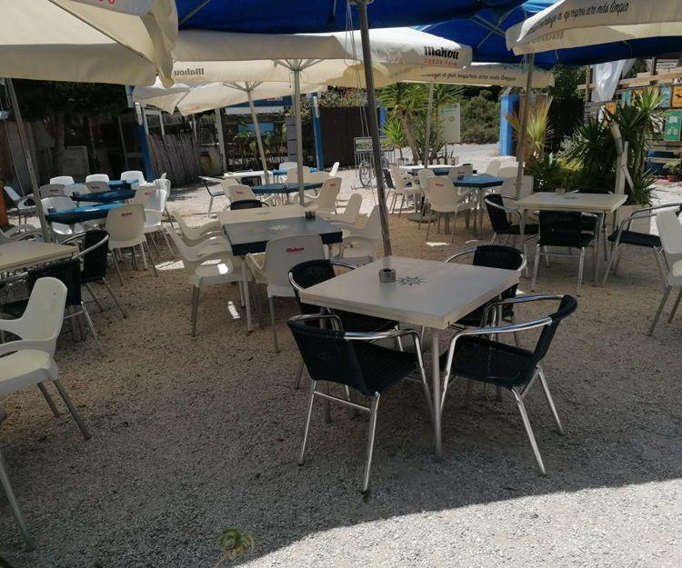 Amplia terraza para degustar nuestros platos en Los Caños de Meca