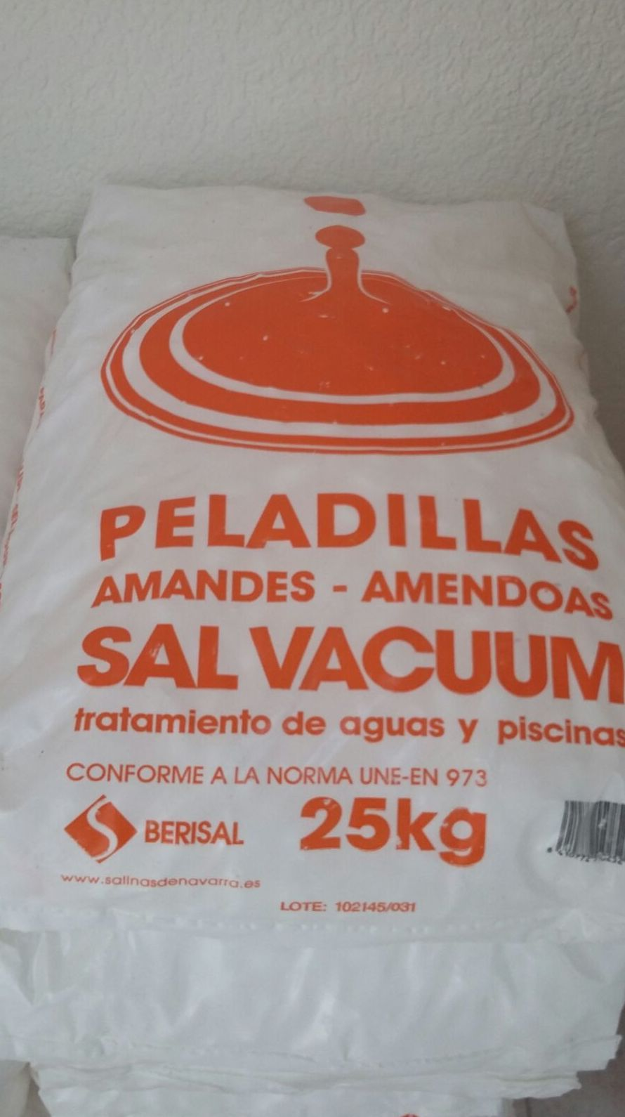 sal descalcificador  en peladillas para  tratamiento de aguas ,especial  Vacuum para  mayor calidad