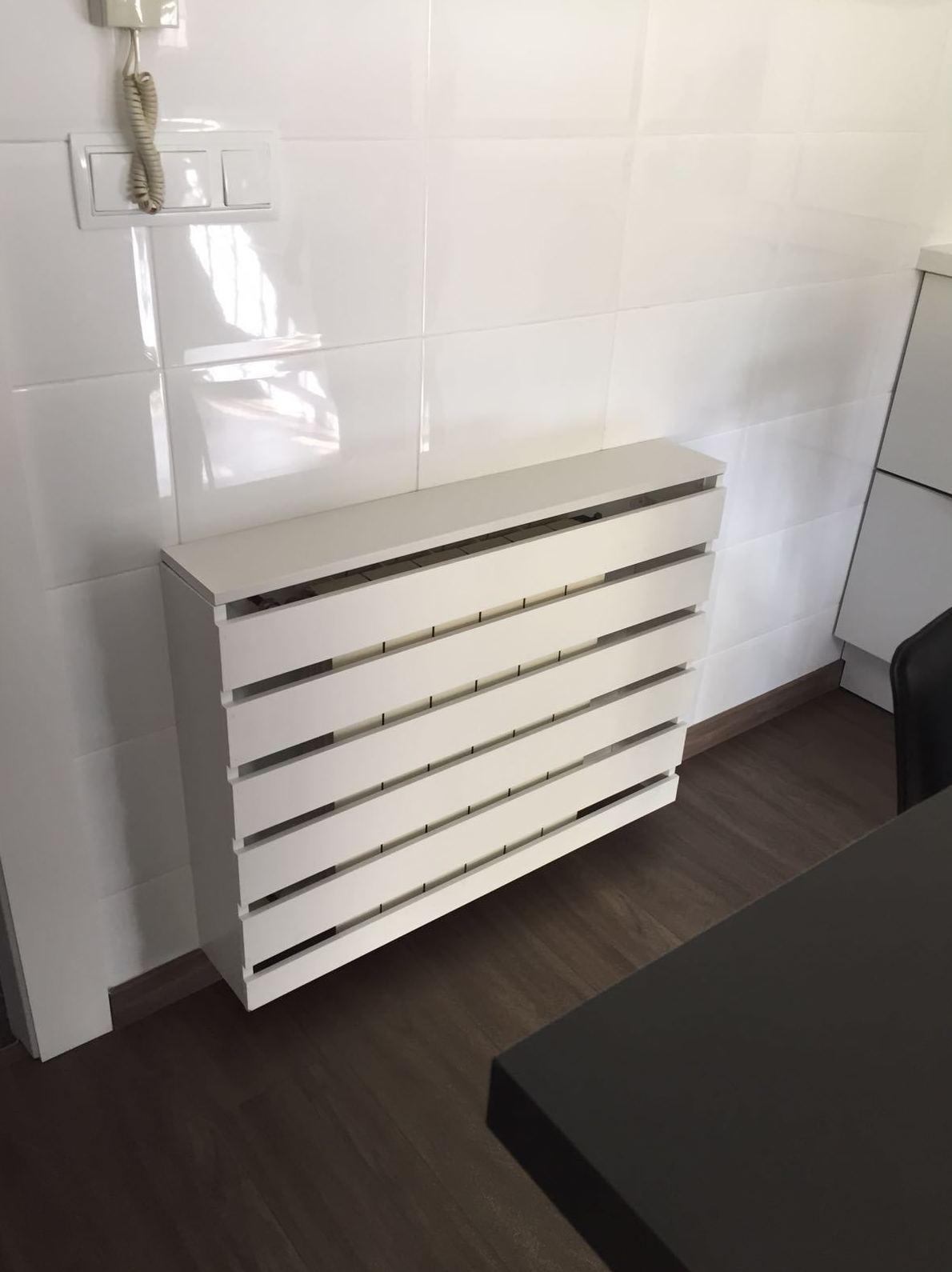 radiadores  con decoración en  blanco, elegancia y funcionalidad