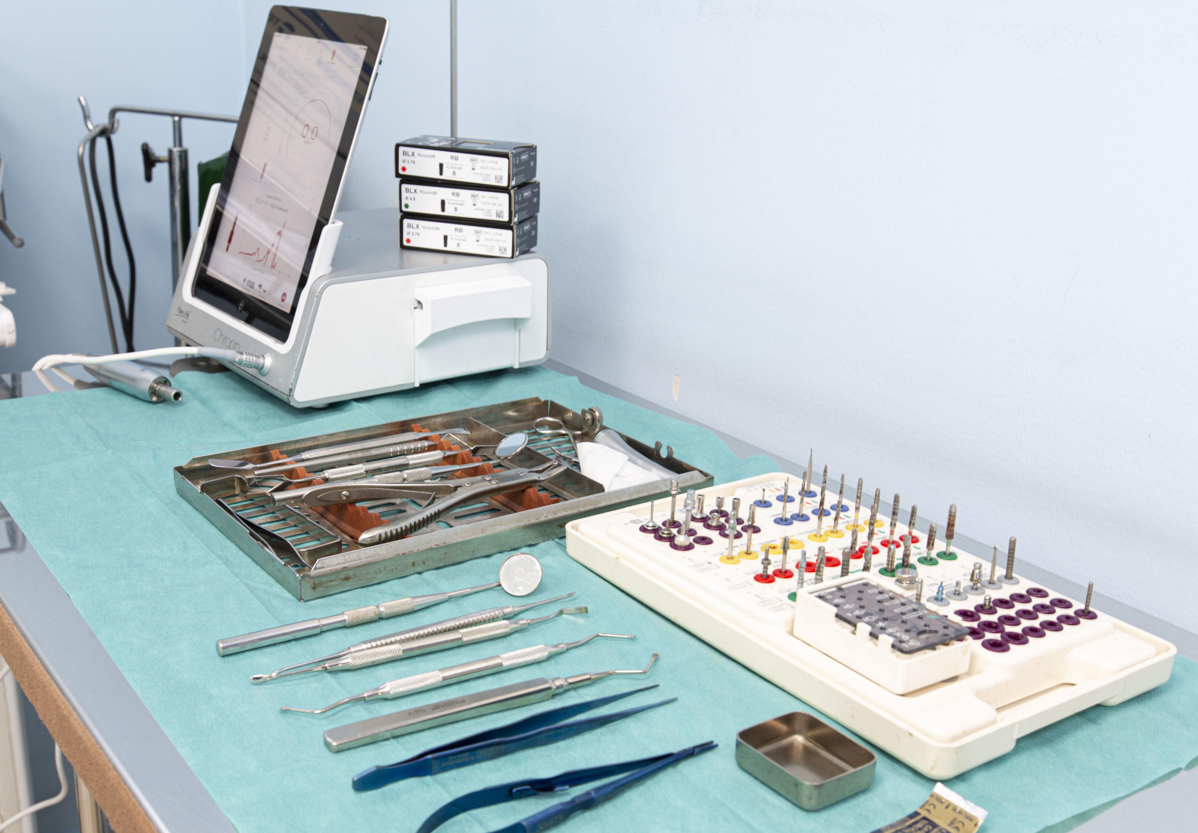 Implantología y Cirugía Bucal: Especialidades de Clínica Dental Dr. Yagüe