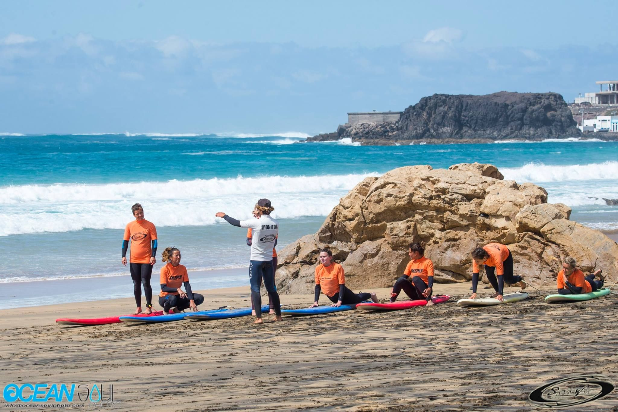 Surf lessons with personalized training in El Cotillo