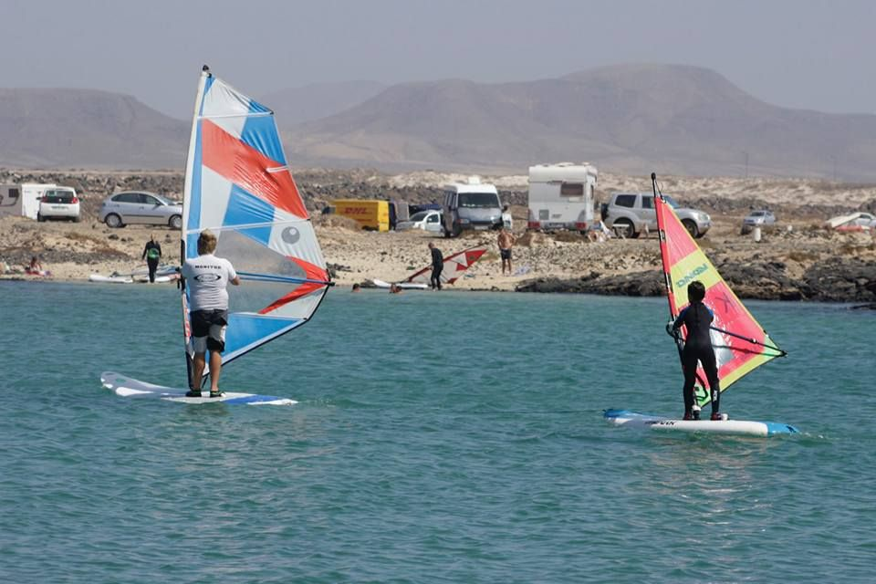 Windsurfing lessons in El Cotillo