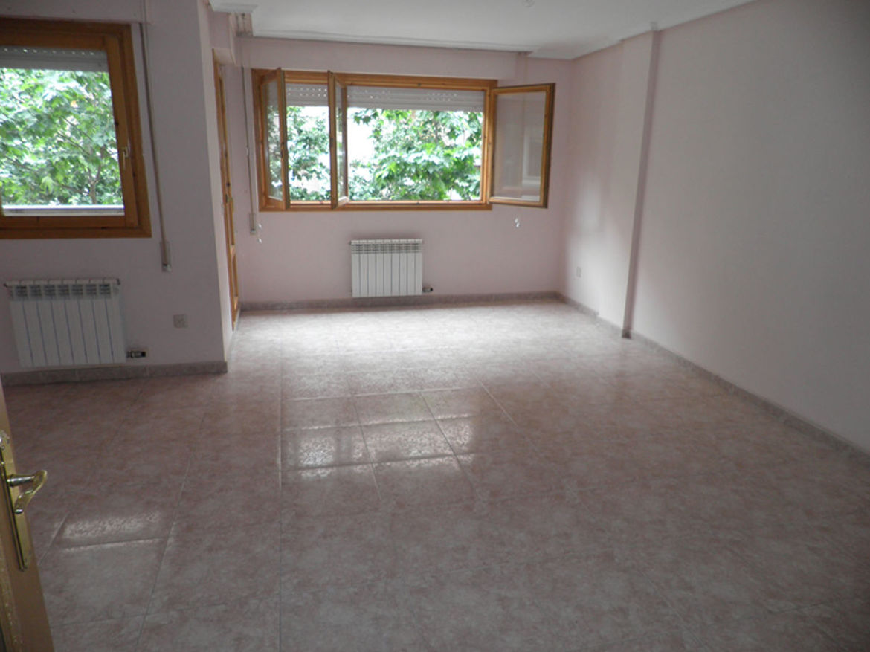 La Jota, piso en venta en calle Aguaron, 90 metros, garaje y trastero. PVP: 230.000 €