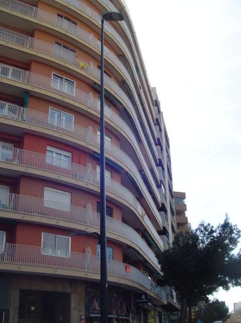 Paseo Cuellar nº 41, 4 dormitorios, para reformar. 155.000 Euros.