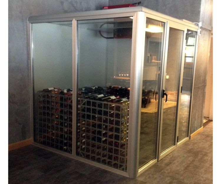 Vinoteca fabricada a medida para restaurantes en Donostia