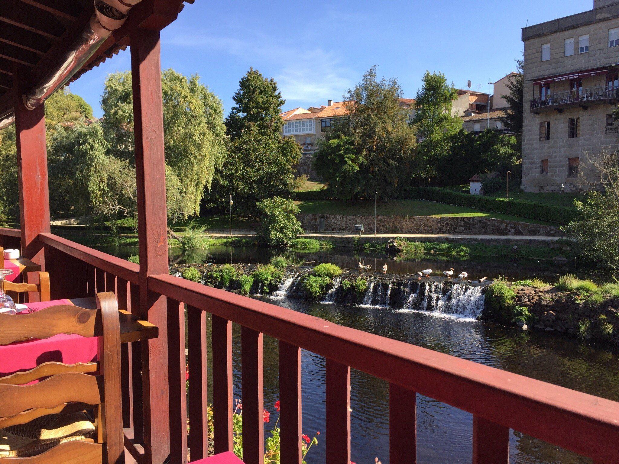 Un amplio balcón donde podrás comer entre vistas espectaculares