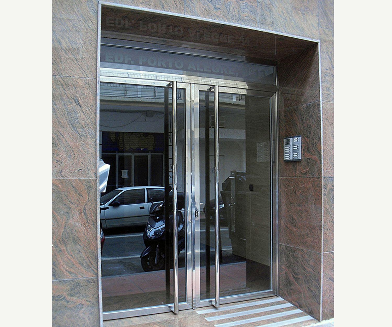 Puertas de aluminio para comunidades