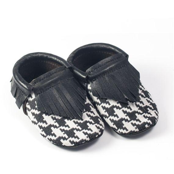 Zapatos para niños gris con fondo en blanco: Tienda online de Artesanía Martín