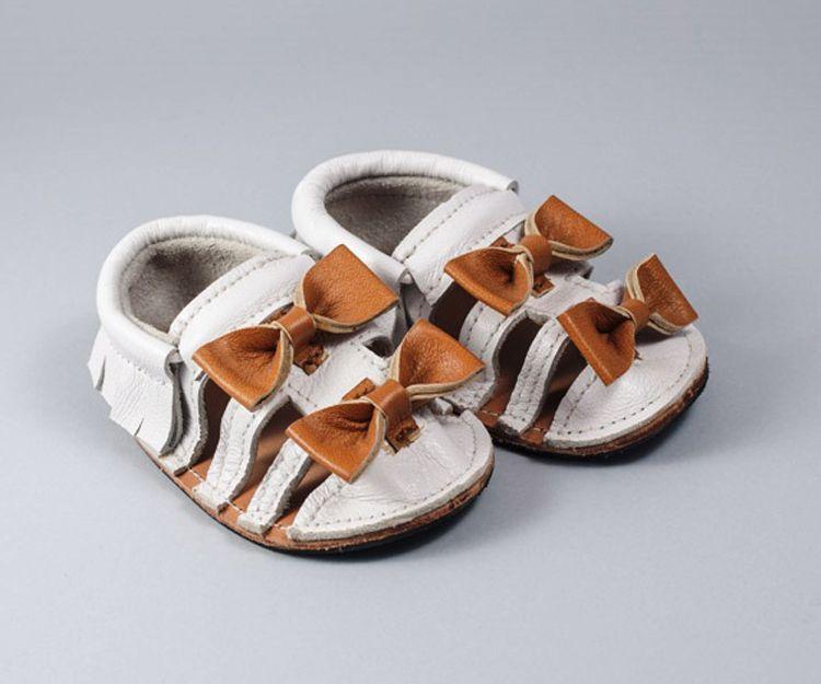 Sandalias blancas con lacitos