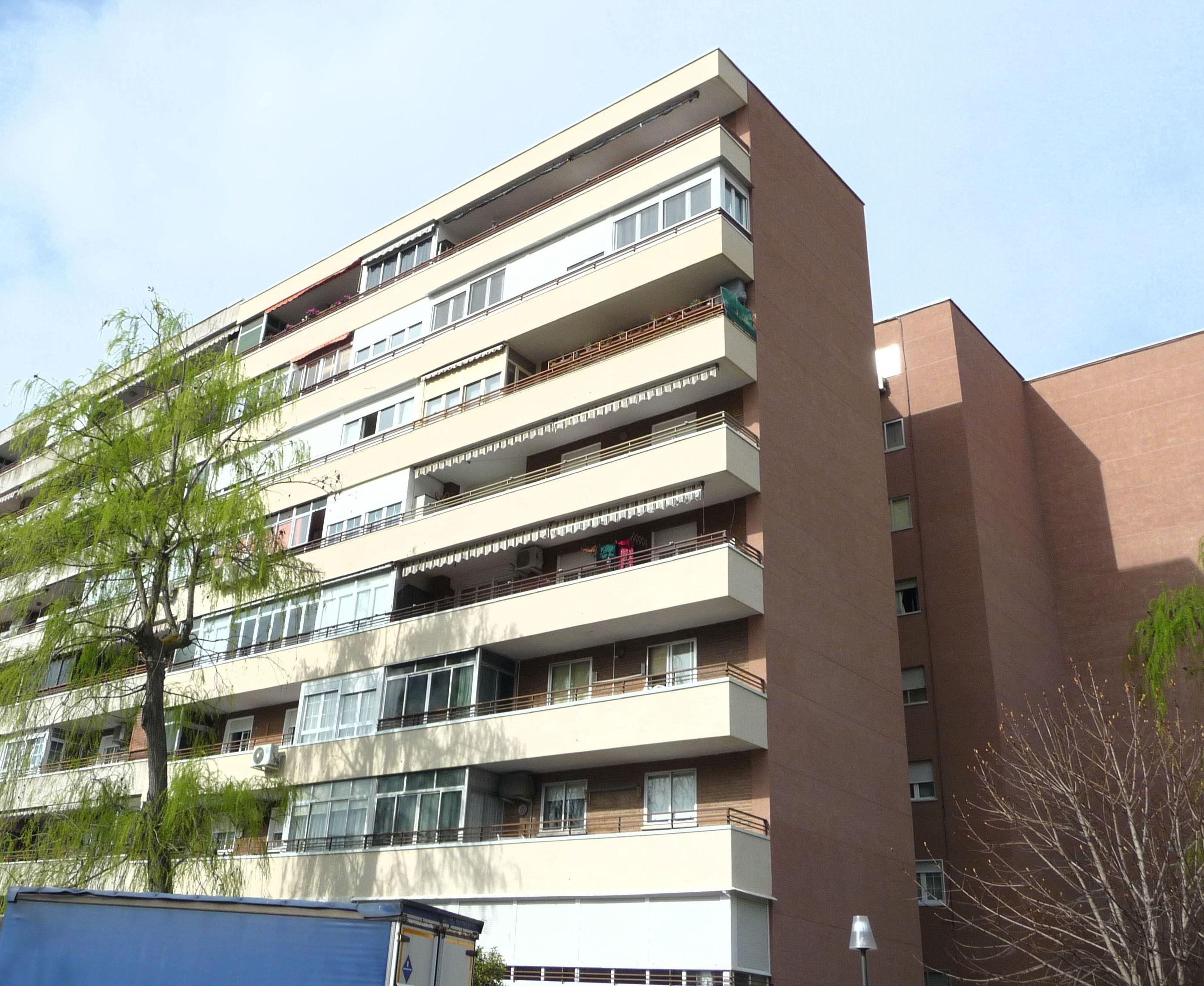 Edificios madrid edificios ms altos de madrid the for Oficina mapfre fuenlabrada