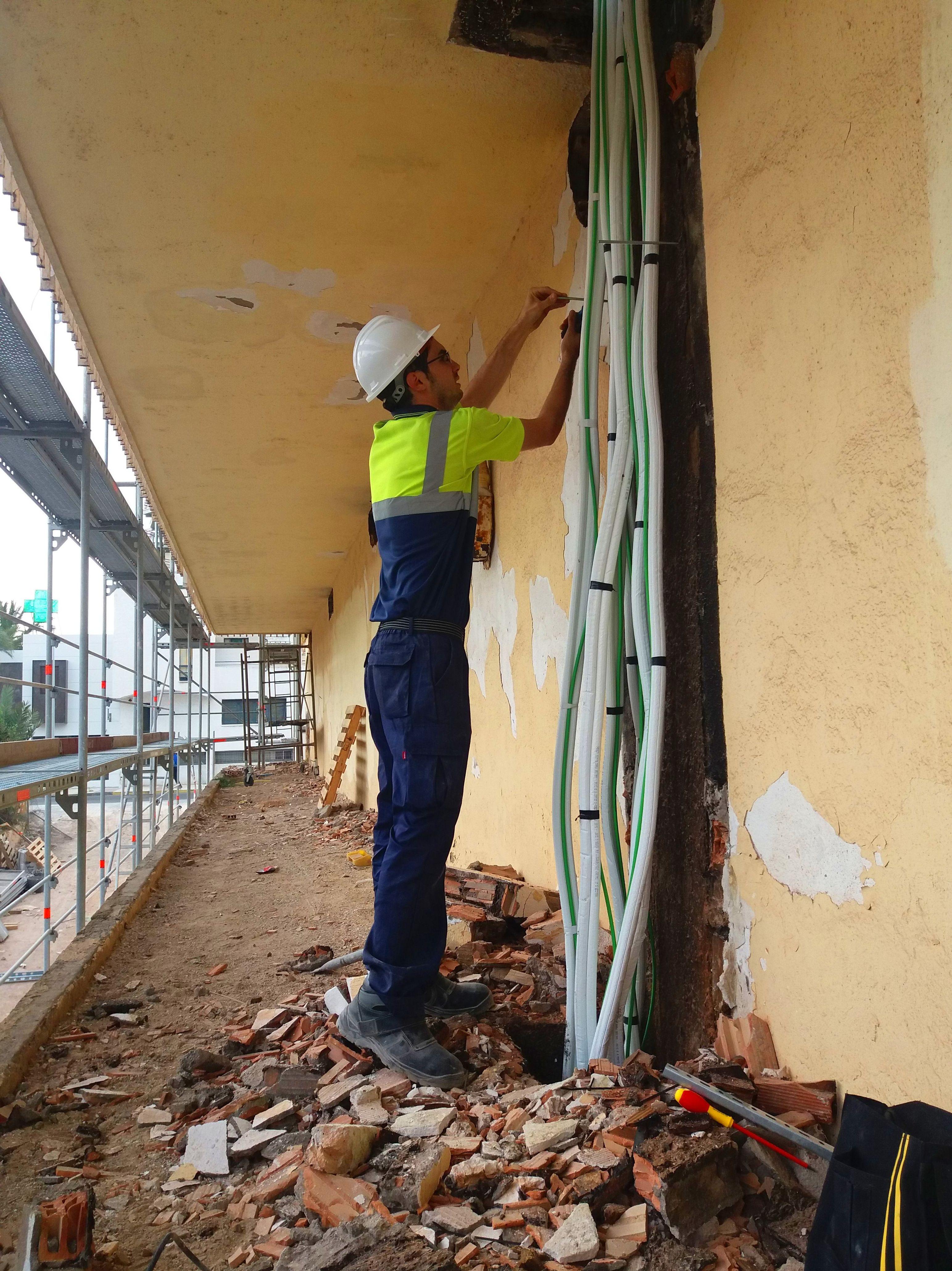 Reparaciones e instalaciones eléctricas en Roquetas de Mar
