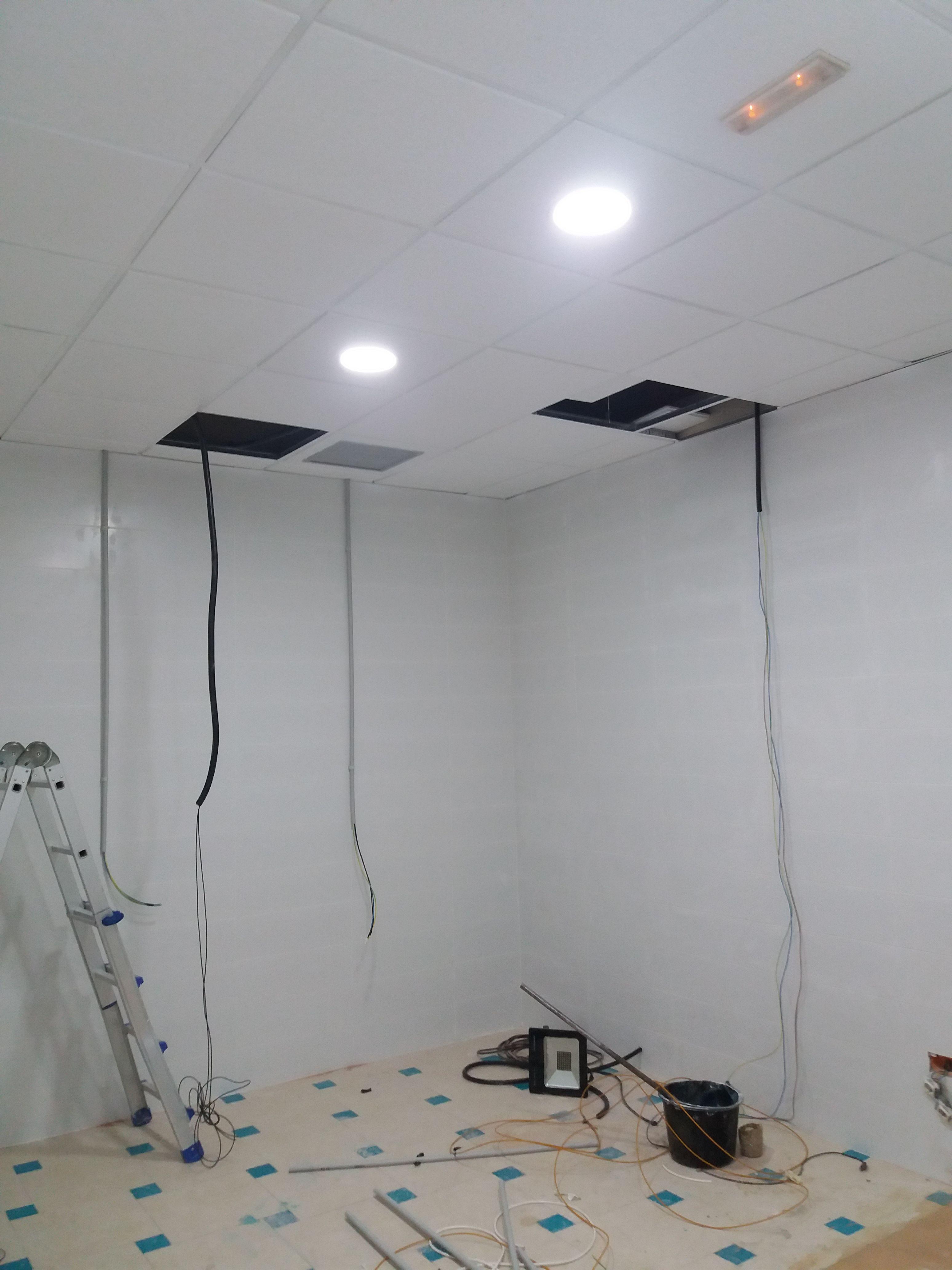 Instalaciones eléctricas en oficinas en Roquetas de Mar