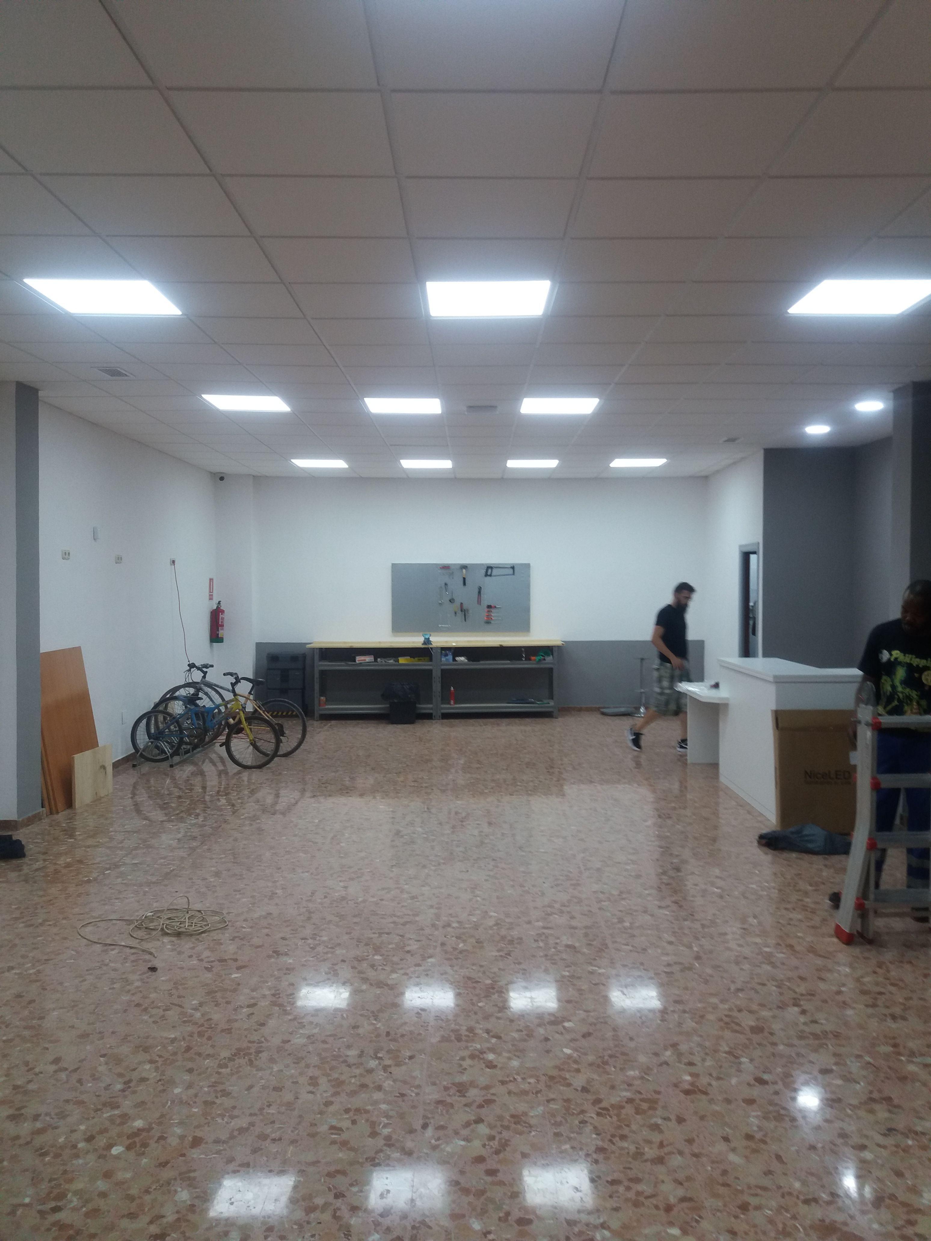 Instalaciones eléctricas en empresas en Roquetas de Mar