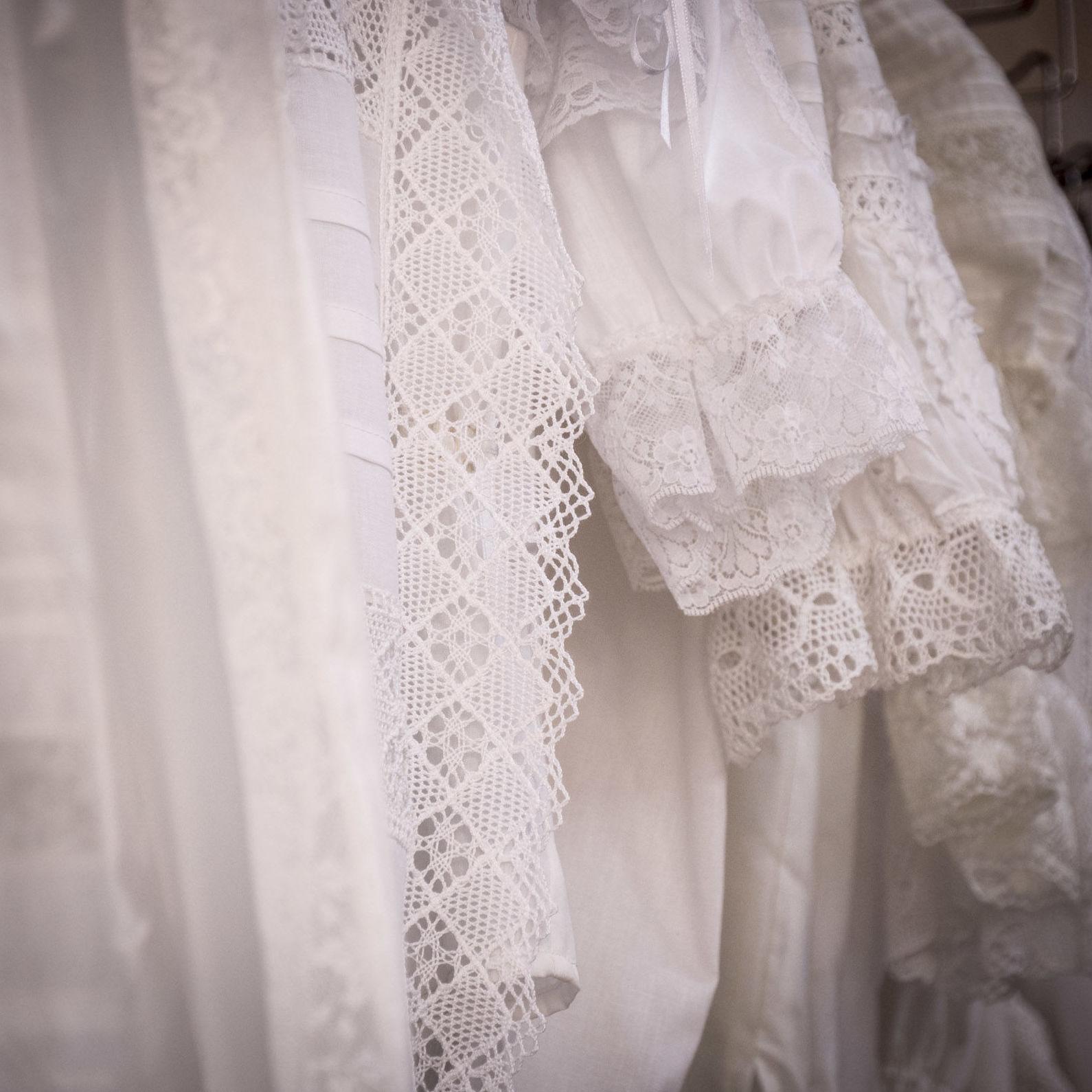 Foto 8 de Taller textil especializado en la elaboración de indumentaria valenciana en Tavernes de la Valldigna | La Llar del Fil